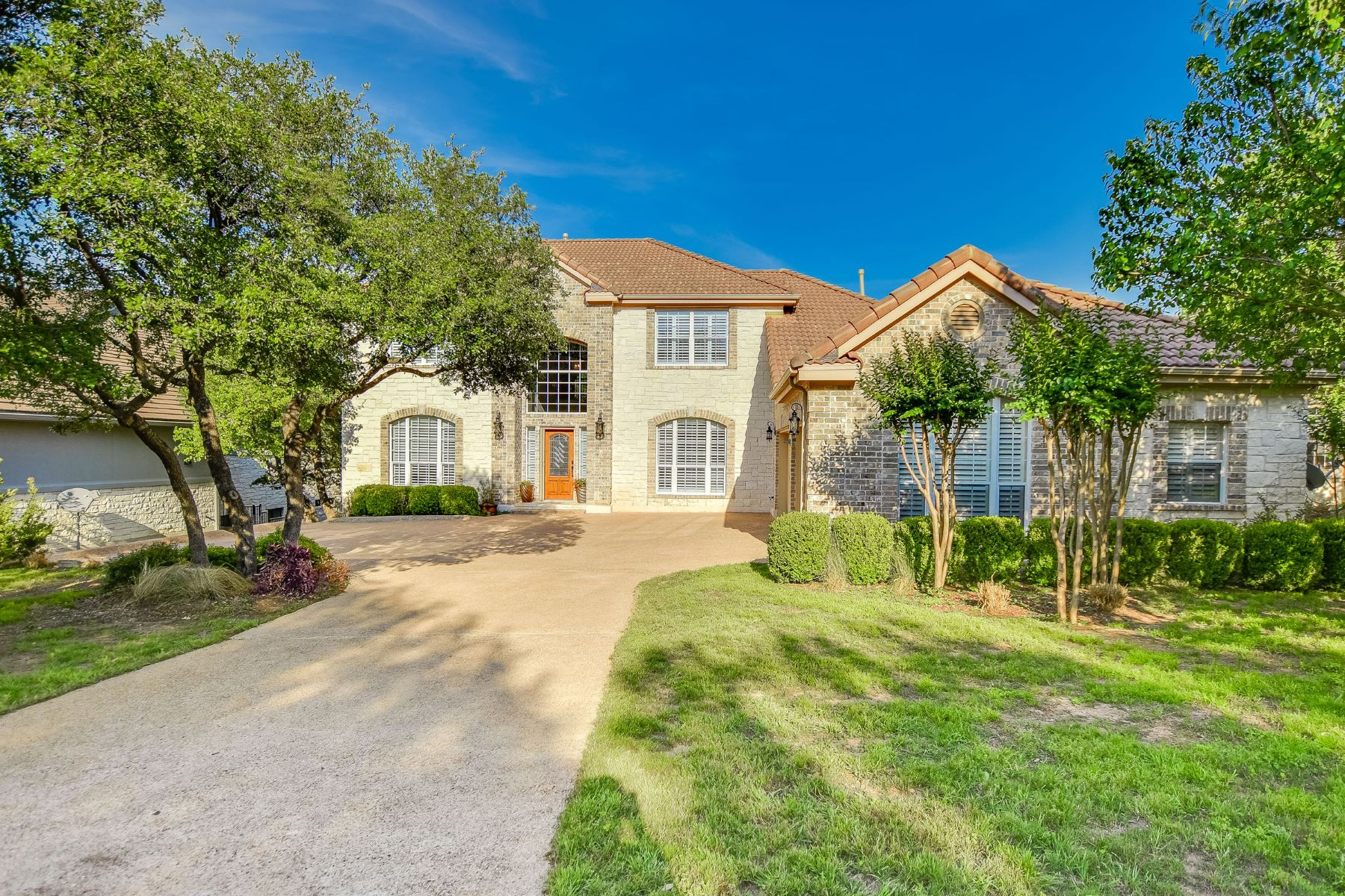 Casa Unifamiliar por un Venta en Bright, Open and Well Maintained 406 Luna Vista The Hills, Texas 78738 Estados Unidos