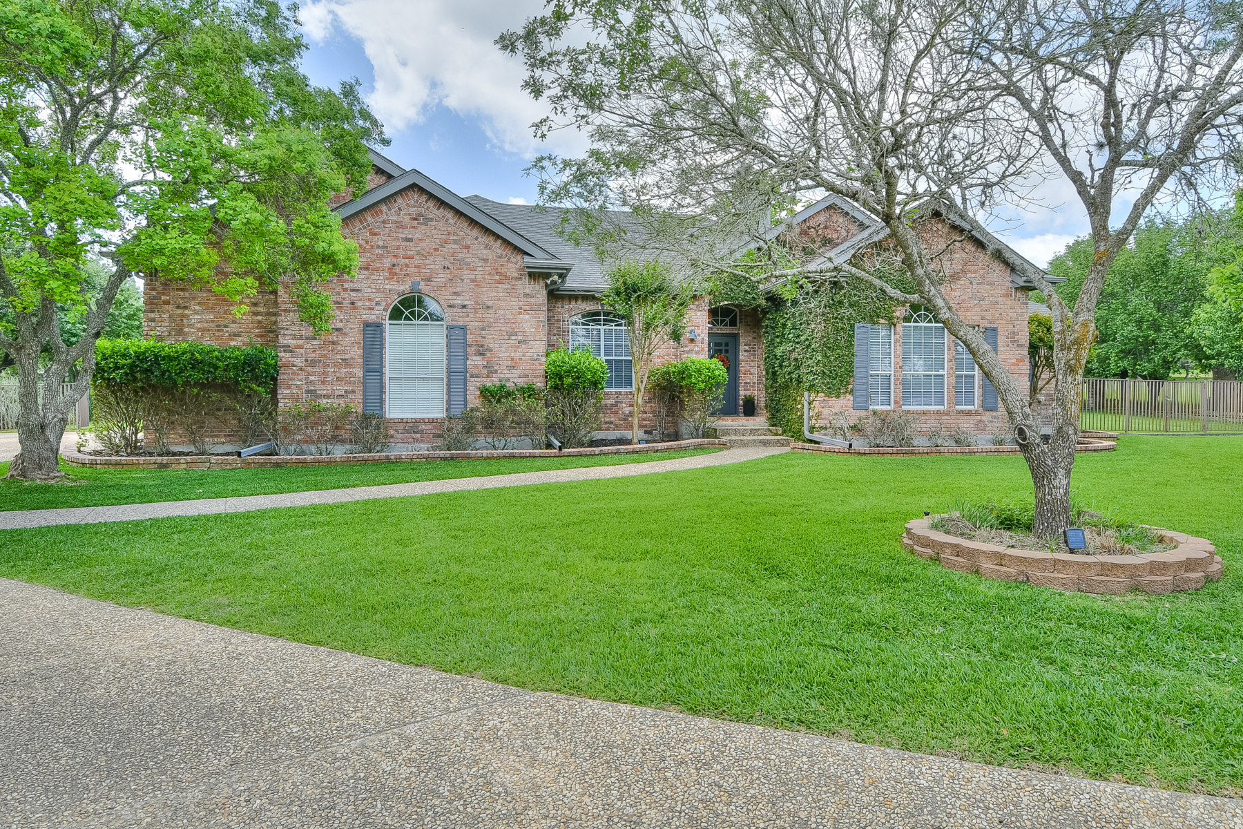 Single Family Home for Sale at One-Story Golf Course Home in Fair Oaks Ranch 7406 Scintilla Ln Boerne, Texas 78015 United States