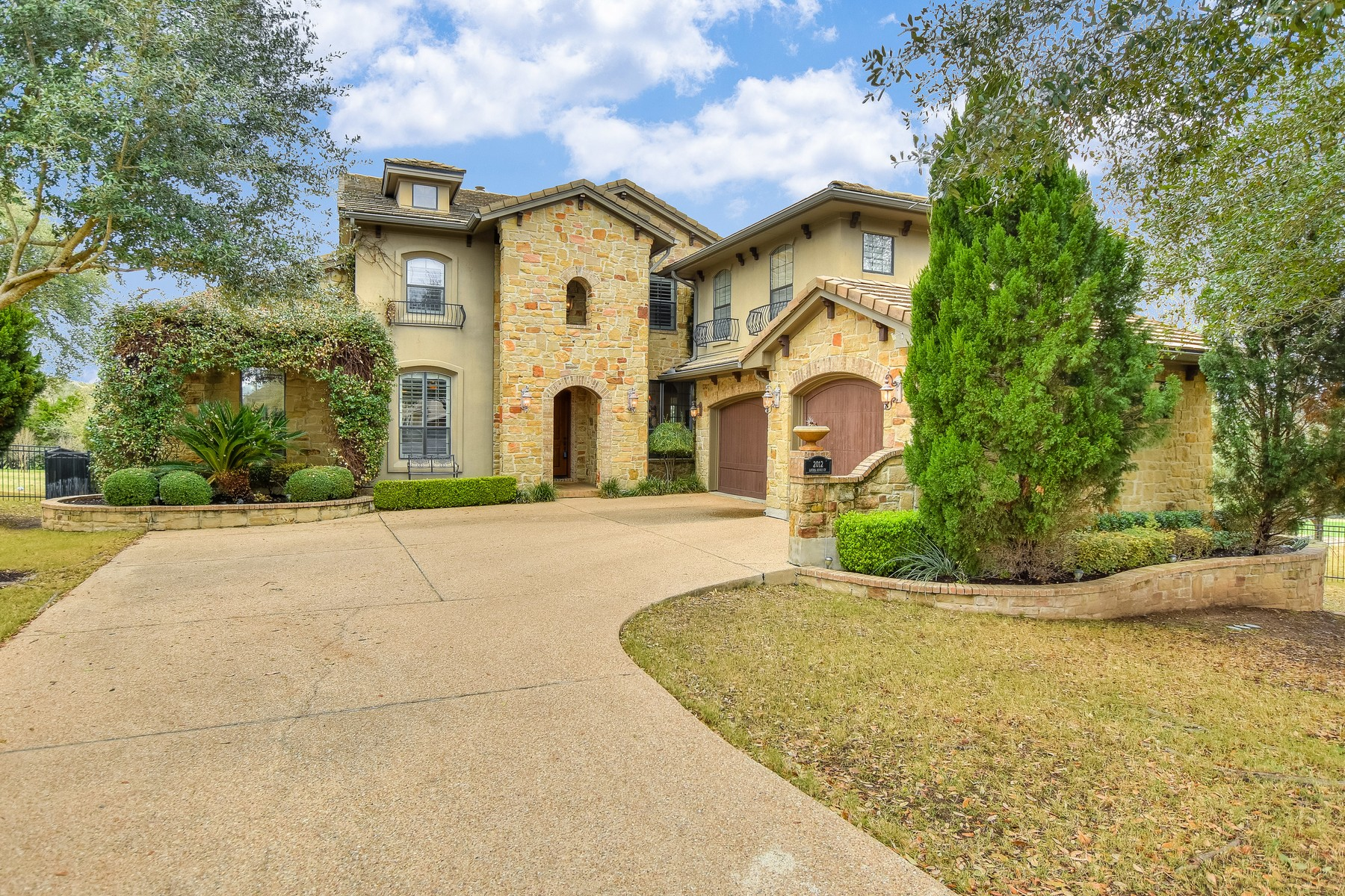 Single Family Home for Sale at Overlooking the 11th Fairway of UT Golf Club 2012 Laurel Ridge Cv Austin, Texas, 78732 United States