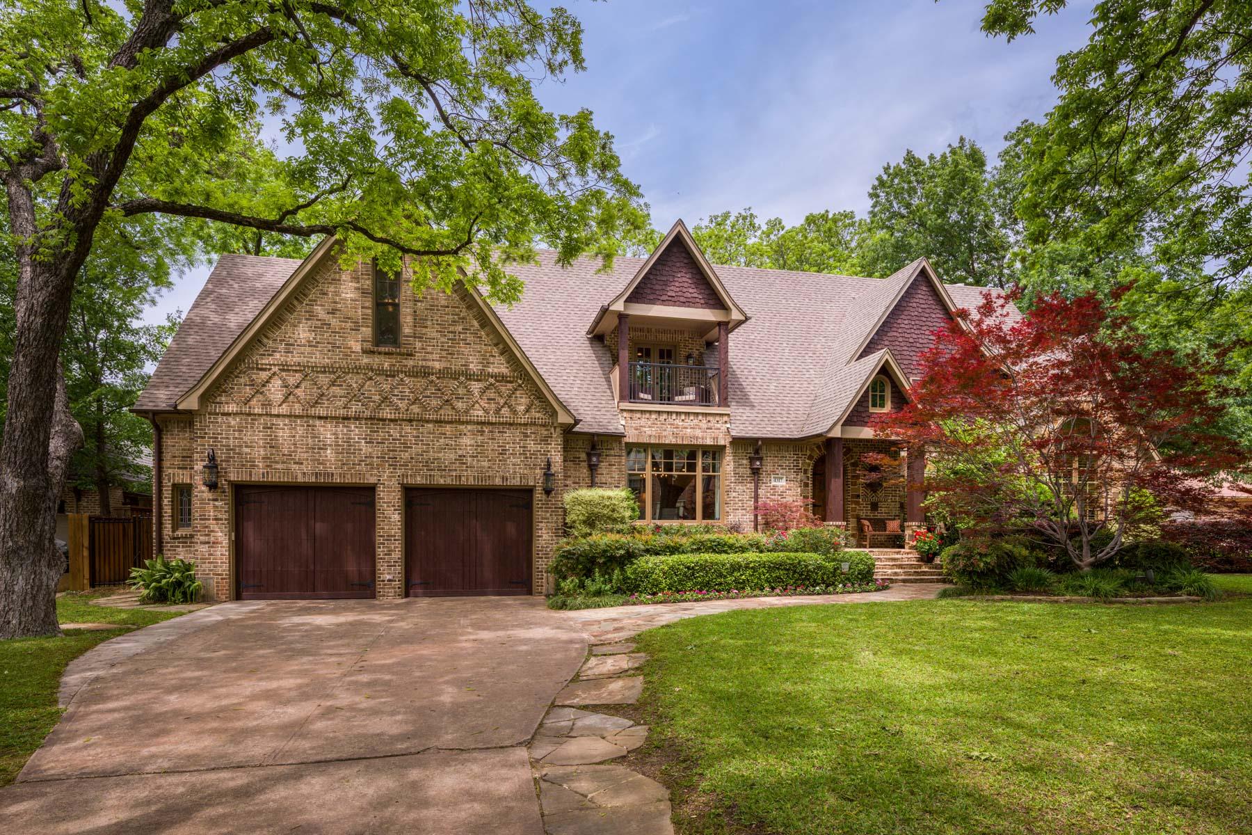 一戸建て のために 売買 アット Beautiful Home in Idyllic Preston Hollow Setting 4317 Manning Ln Dallas, テキサス, 75220 アメリカ合衆国