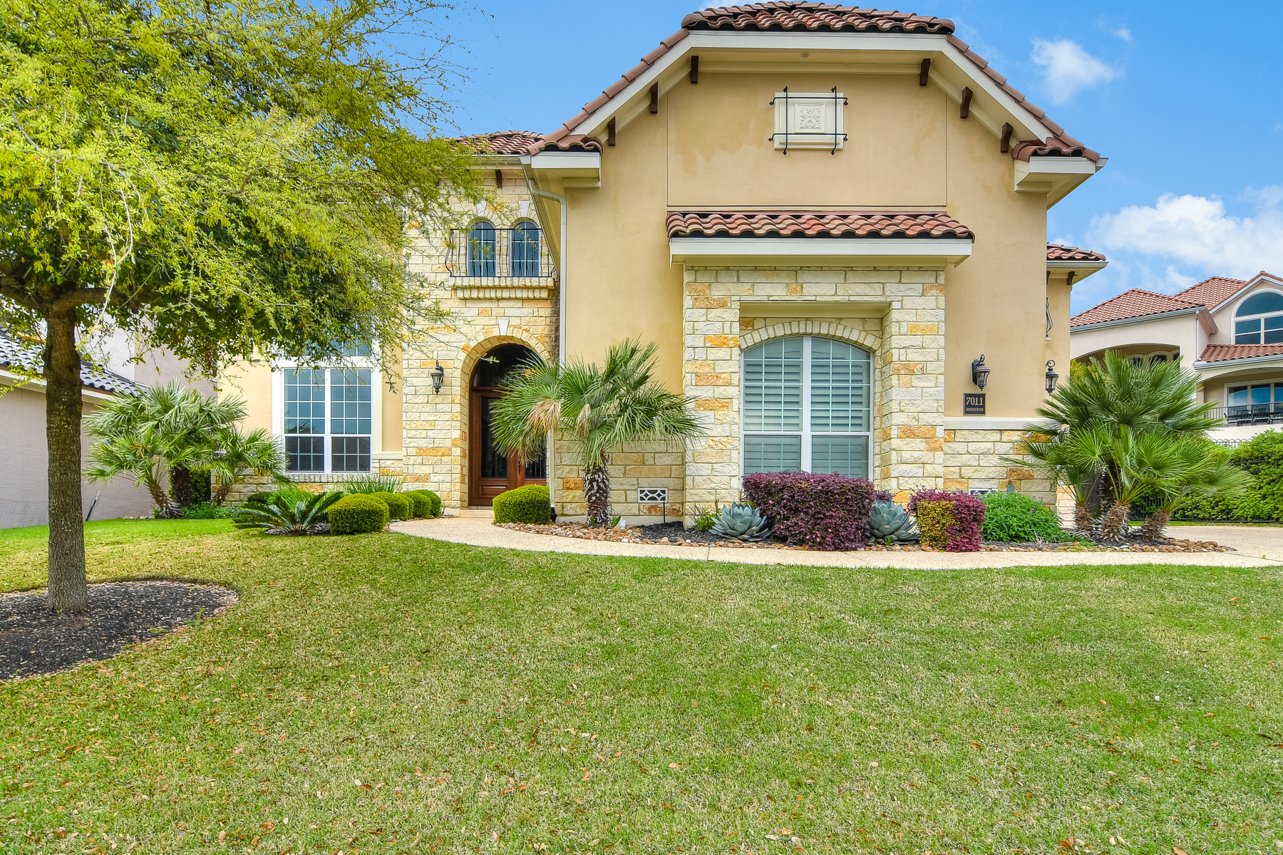 Single Family Home for Sale at Dramatic and Stunning Home in The Dominion 7011 Hovingham San Antonio, Texas, 78257 United States