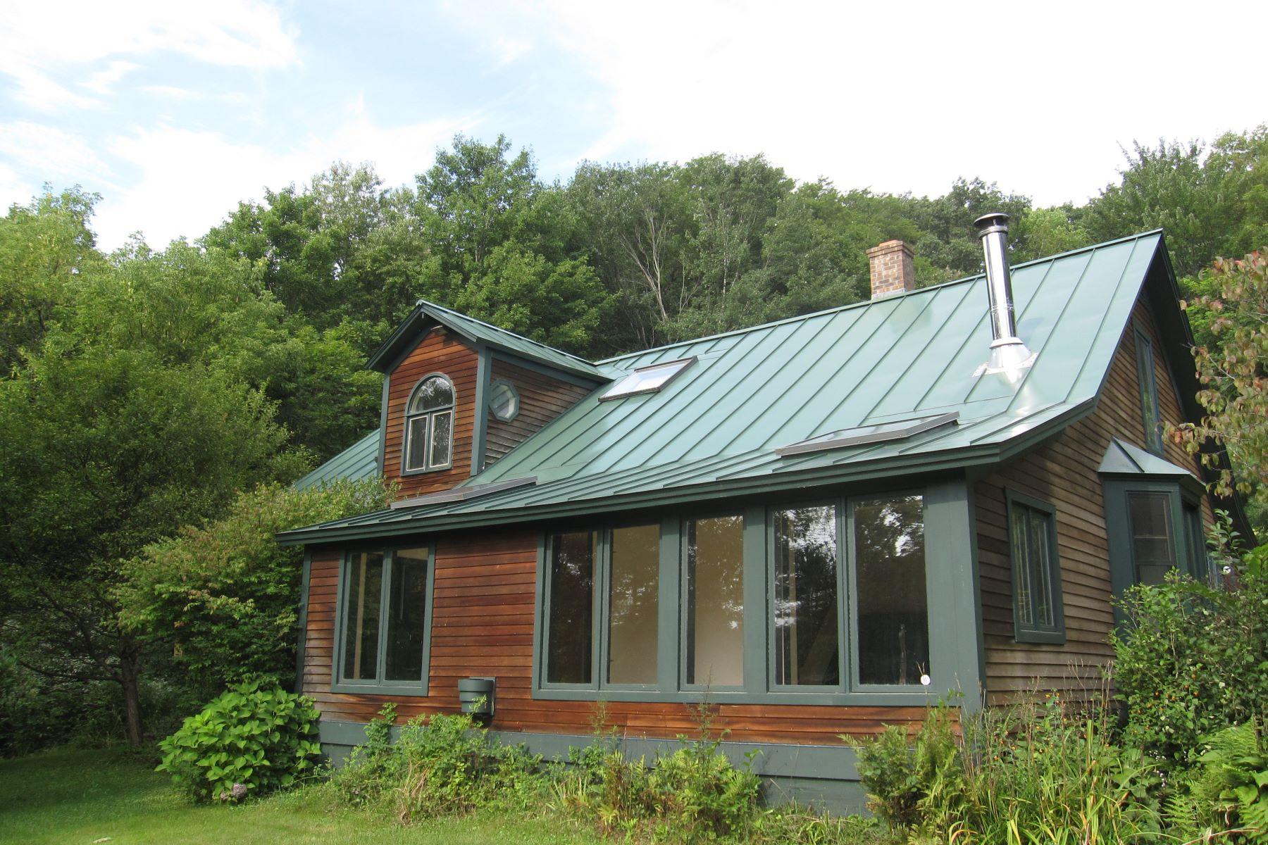 Casa Unifamiliar por un Venta en 883 Fairground, Bradford Bradford, Vermont, 05033 Estados Unidos