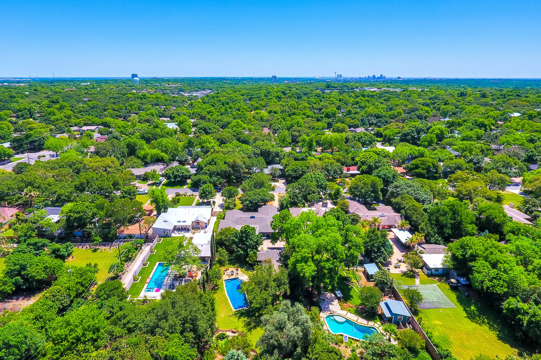 Additional photo for property listing at Open Floor Plan with Backyard Oasis in Northridge 319 E Nottingham Dr San Antonio, Texas 78209 United States