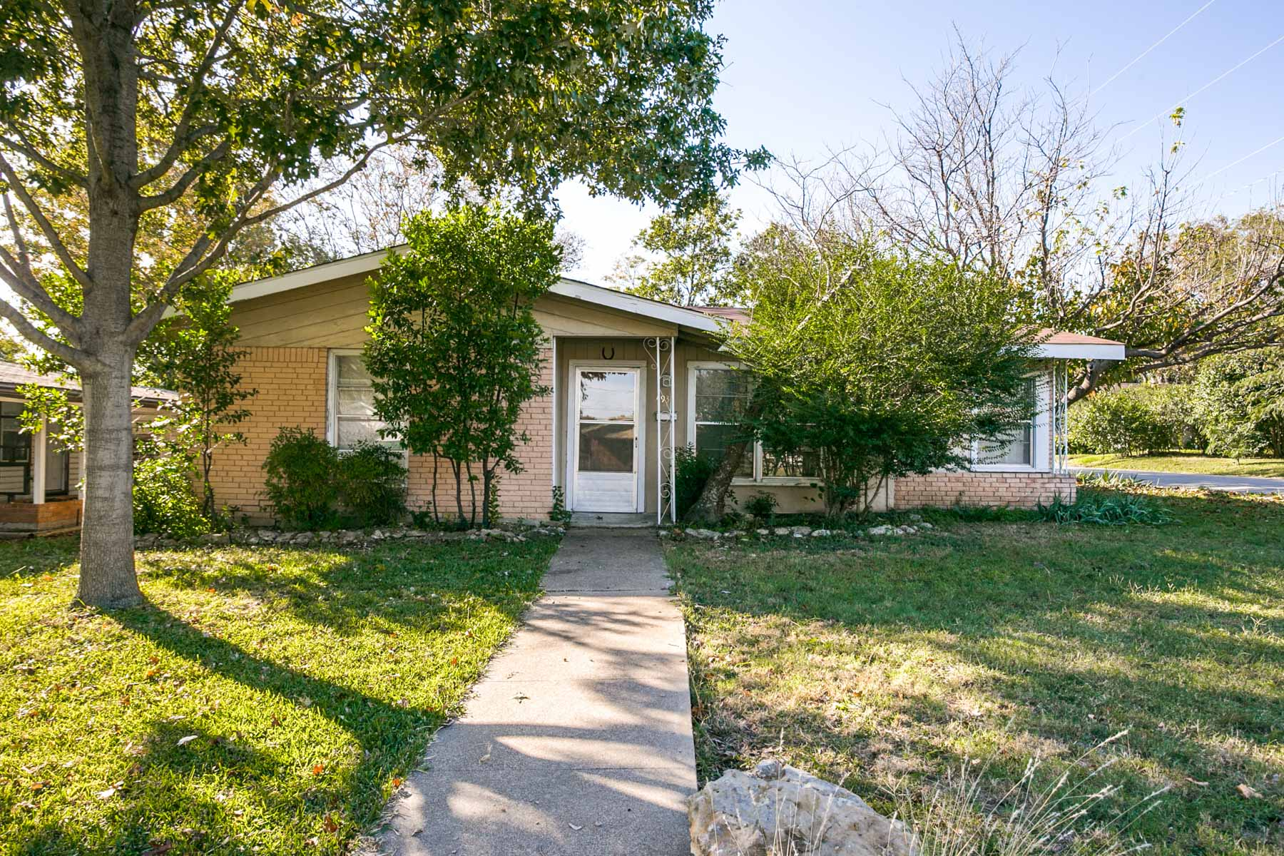 Moradia para Venda às Traditional Home in Central Fort Worth 4937 Locke Ave Fort Worth, Texas, 76107 Estados Unidos