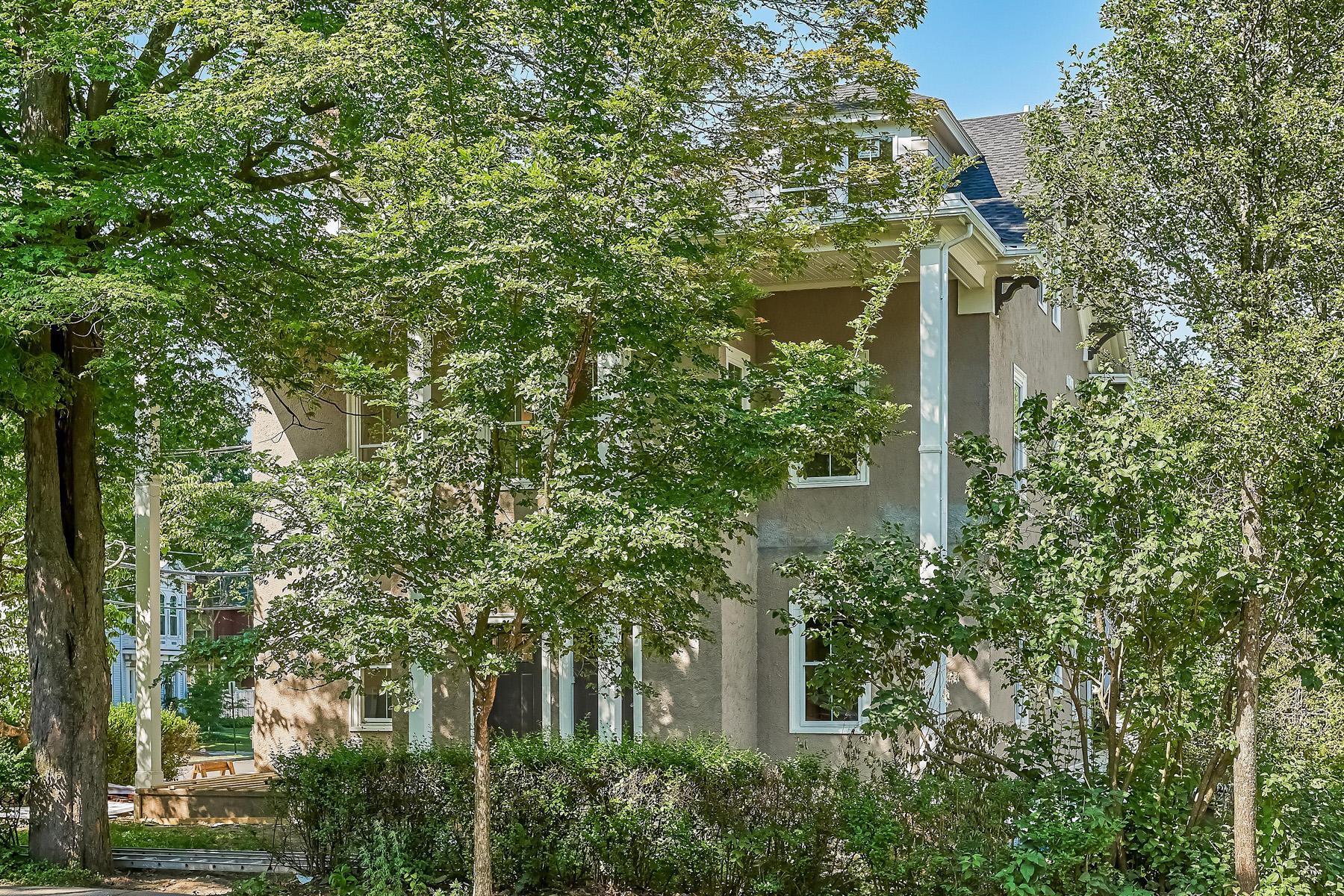 多户住宅 为 销售 在 41 Cypress St, Newton 牛顿, 马萨诸塞州 02459 美国