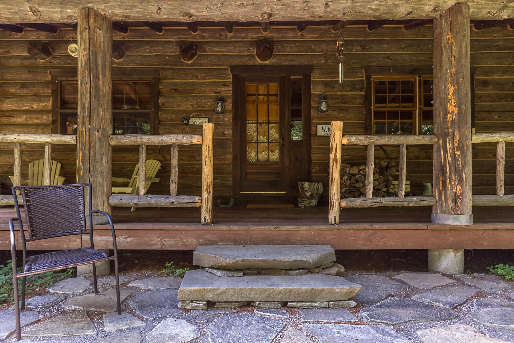 واحد منزل الأسرة للـ Sale في Sophisticated, Rustic & Private Montana Log Home 859 Hitchcock Hill Windham, Vermont, 05359 United States