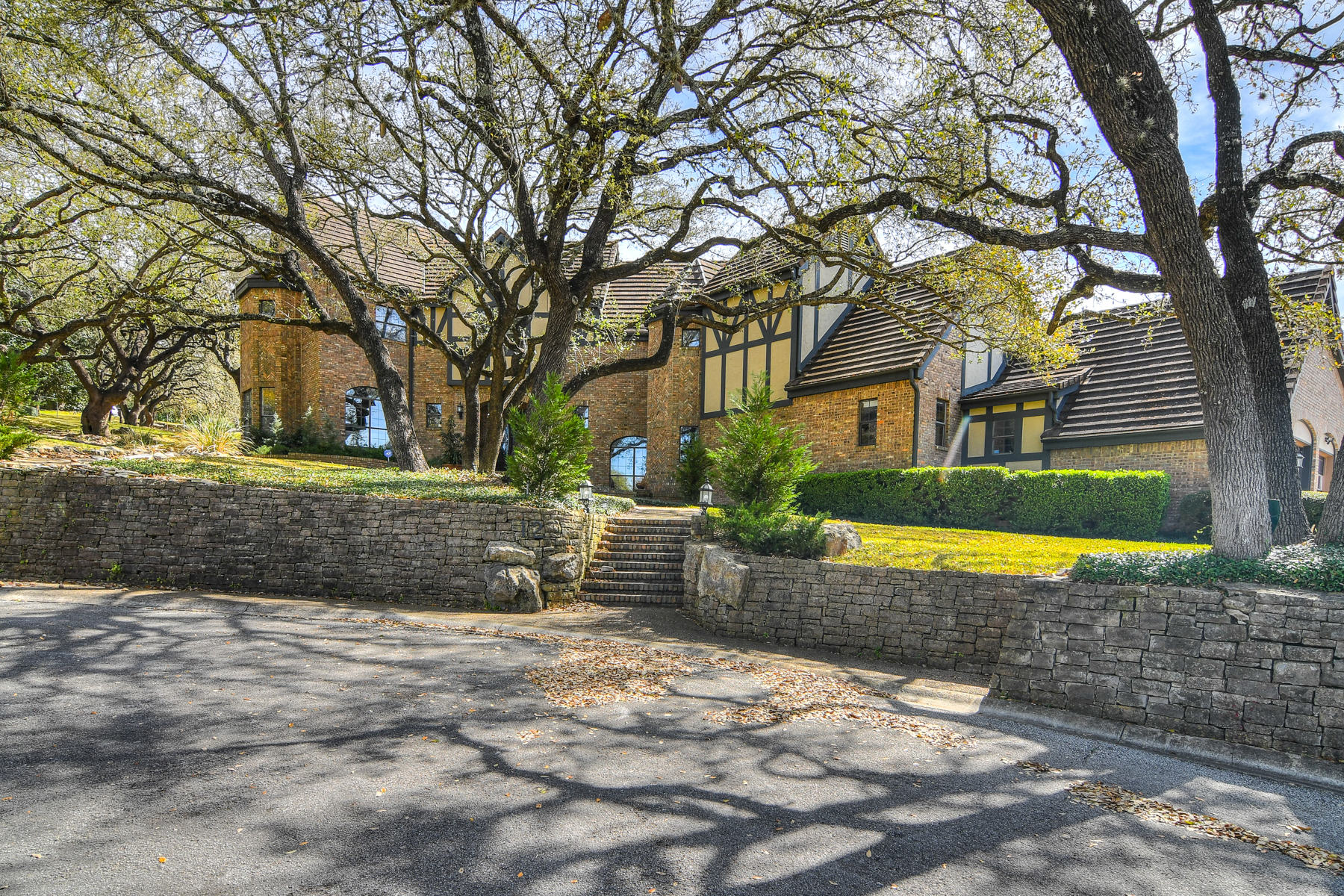 獨棟家庭住宅 為 出售 在 Private Cul-de-Sac Estate in The Dominion 12 Mayborough Ln The Dominion, San Antonio, 德克薩斯州, 78257 美國