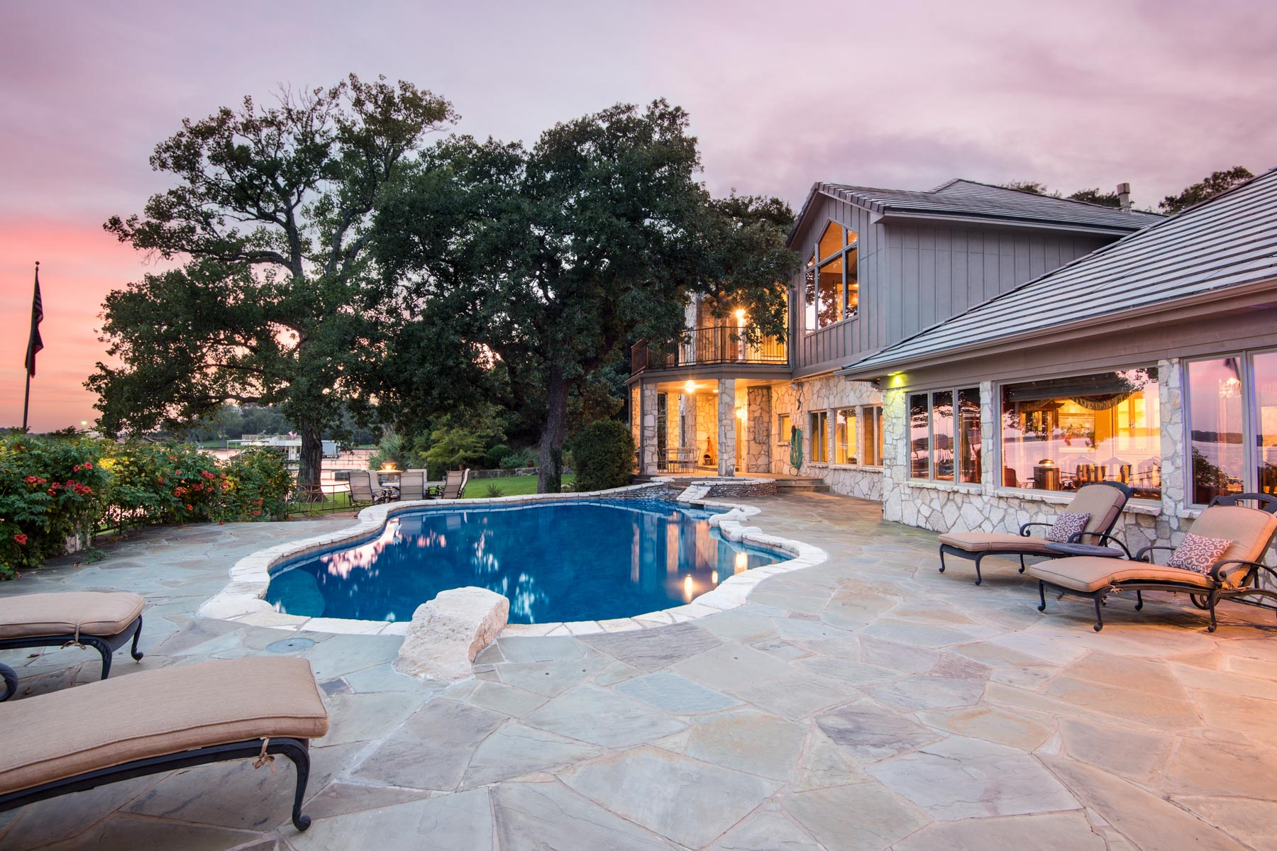 Villa per Vendita alle ore Eagle Mountain Lake Waterfront Jewel 9900 Boat Club Rd Fort Worth, Texas, 76179 Stati Uniti