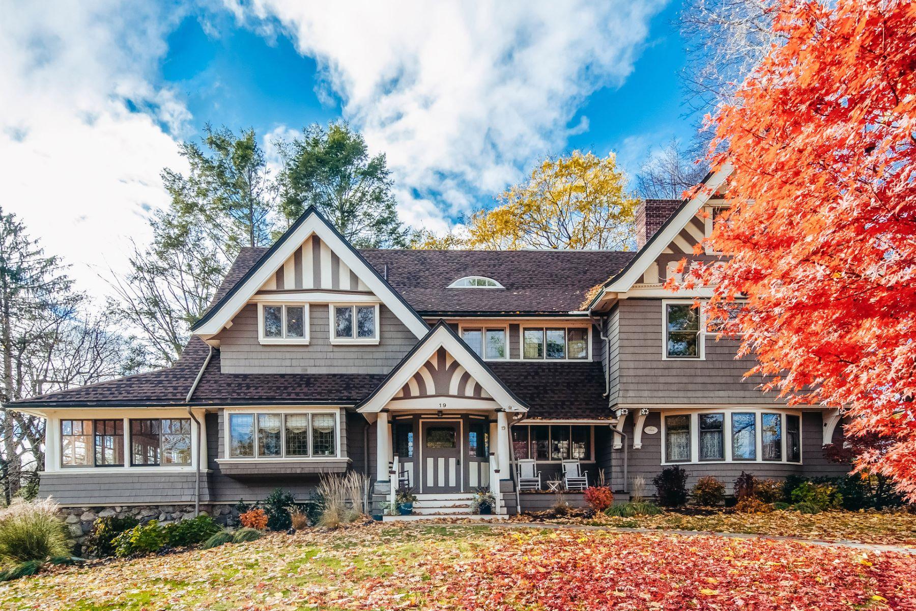 Casa Unifamiliar por un Venta en 19 Burnham Road, Newton 19 Burnham Rd Newton, Massachusetts 02465 Estados Unidos