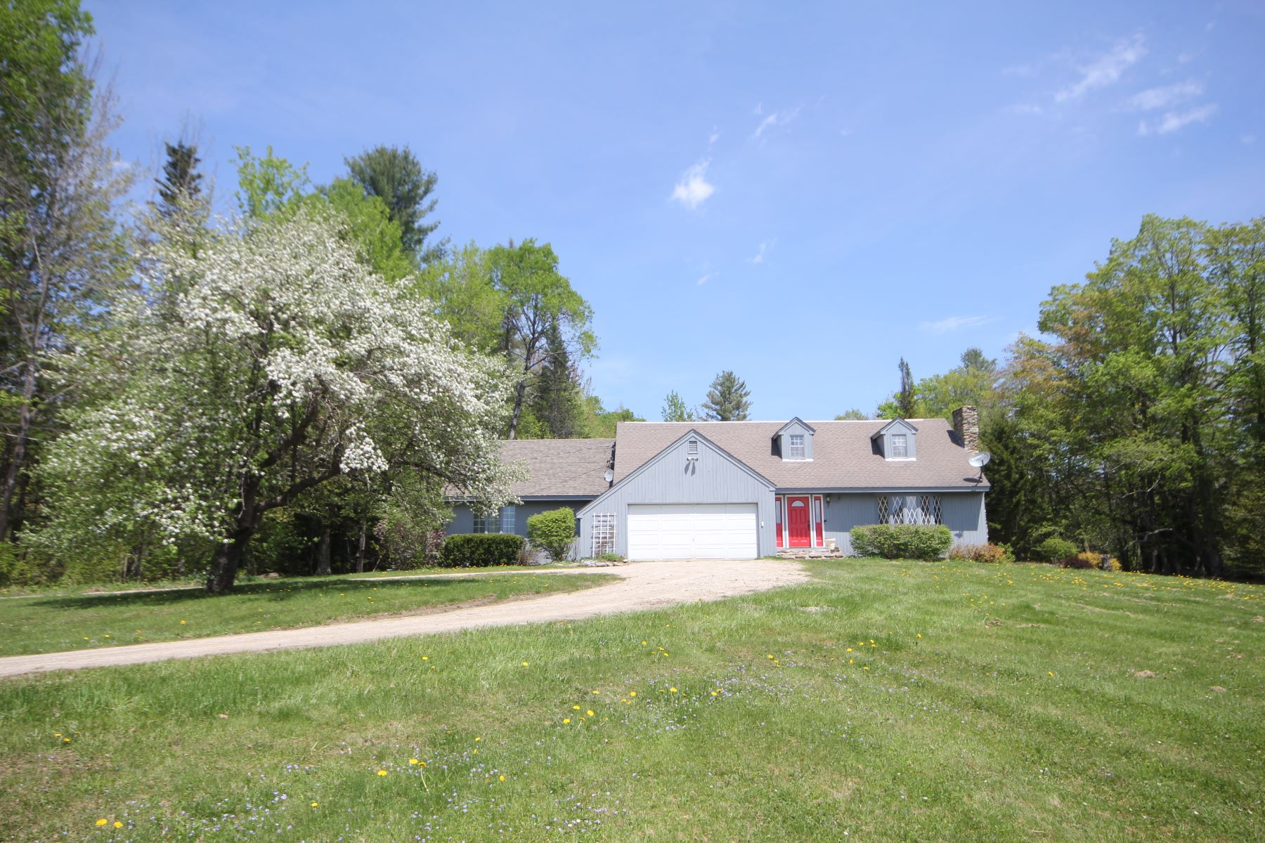 Частный односемейный дом для того Продажа на Lovely House on Four Acres with Pond 16 Valley Vw, Landgrove, Вермонт, 05148 Соединенные Штаты