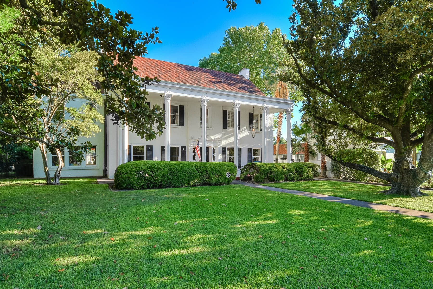 Single Family Home for Sale at Stunning Colonial on Prestigious Kings Hwy 230 W Kings Hwy San Antonio, Texas 78212 United States