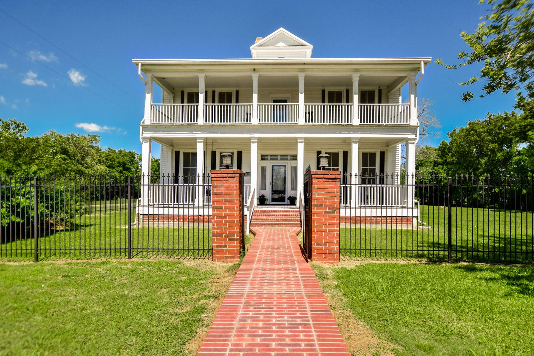 Single Family Home for Sale at Vintage Home with Updated Appeal 186 Washington St Paige, Texas 78659 United States