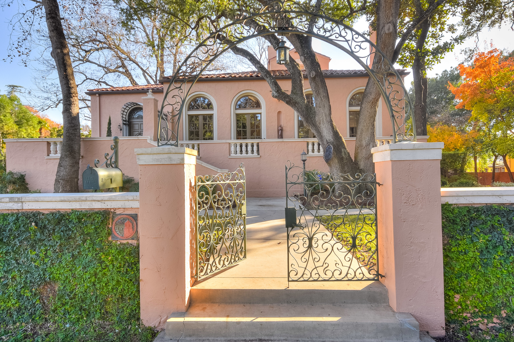 "Additional photo for property listing at ""Villa Amore"" in Monte Vista 112 E Lynwood Ave San Antonio, Texas 78212 United States"