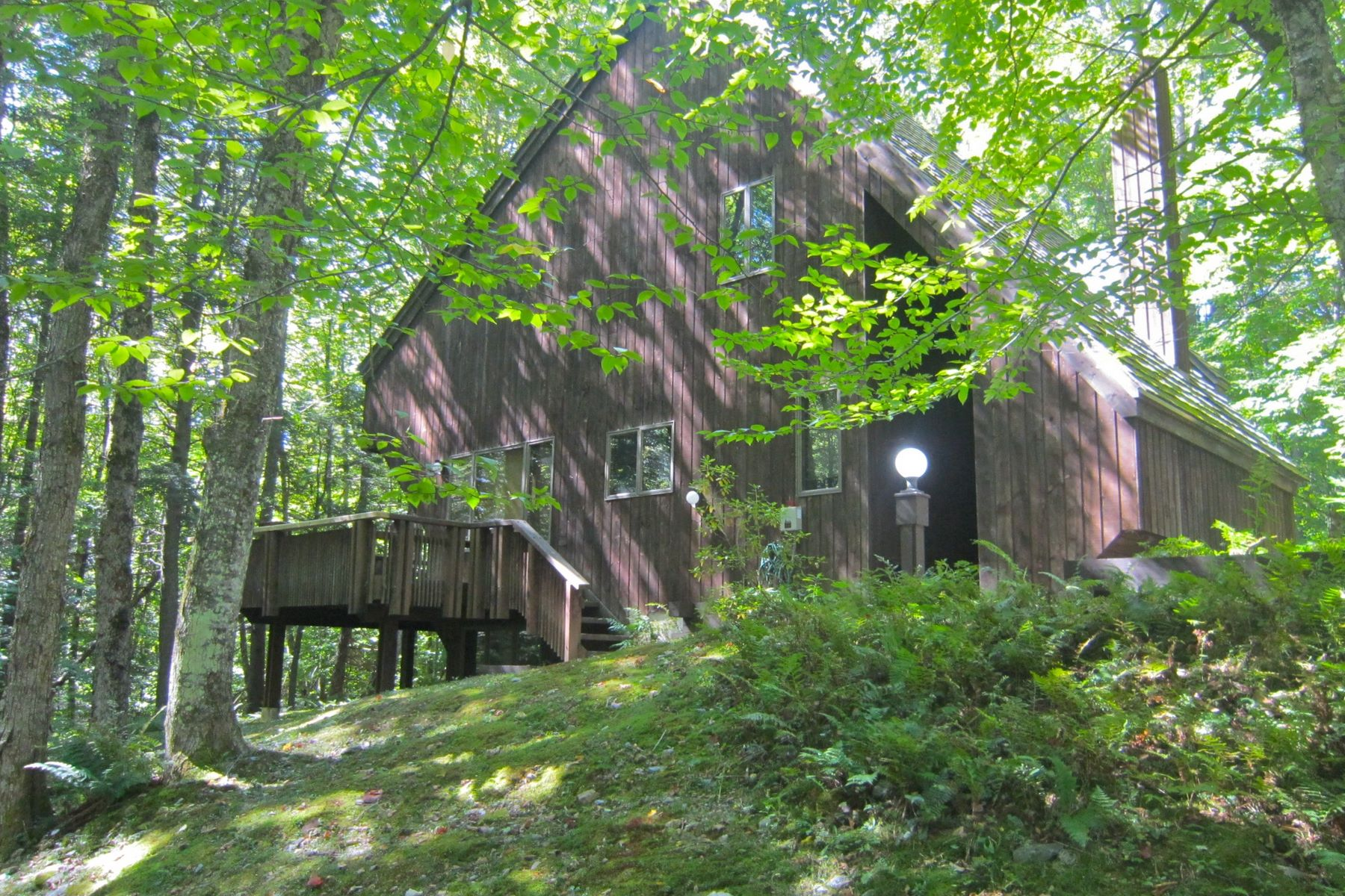 Casa Unifamiliar por un Venta en Nestled into the woods at Hawk Resort 148 Hawk Hollow Plymouth, Vermont, 05056 Estados Unidos