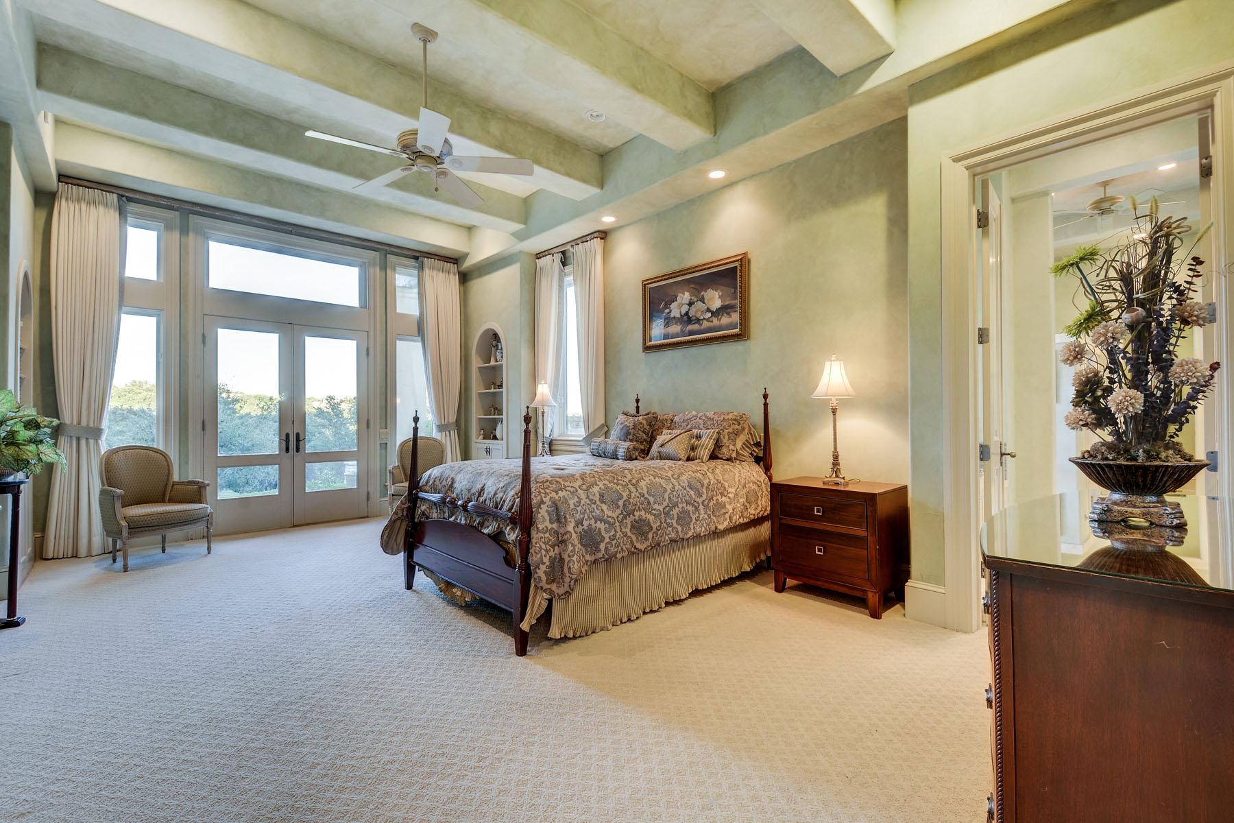 Additional photo for property listing at Sprawling Barton Creek Estate 8606 Navidad Dr Austin, Texas 78735 Estados Unidos