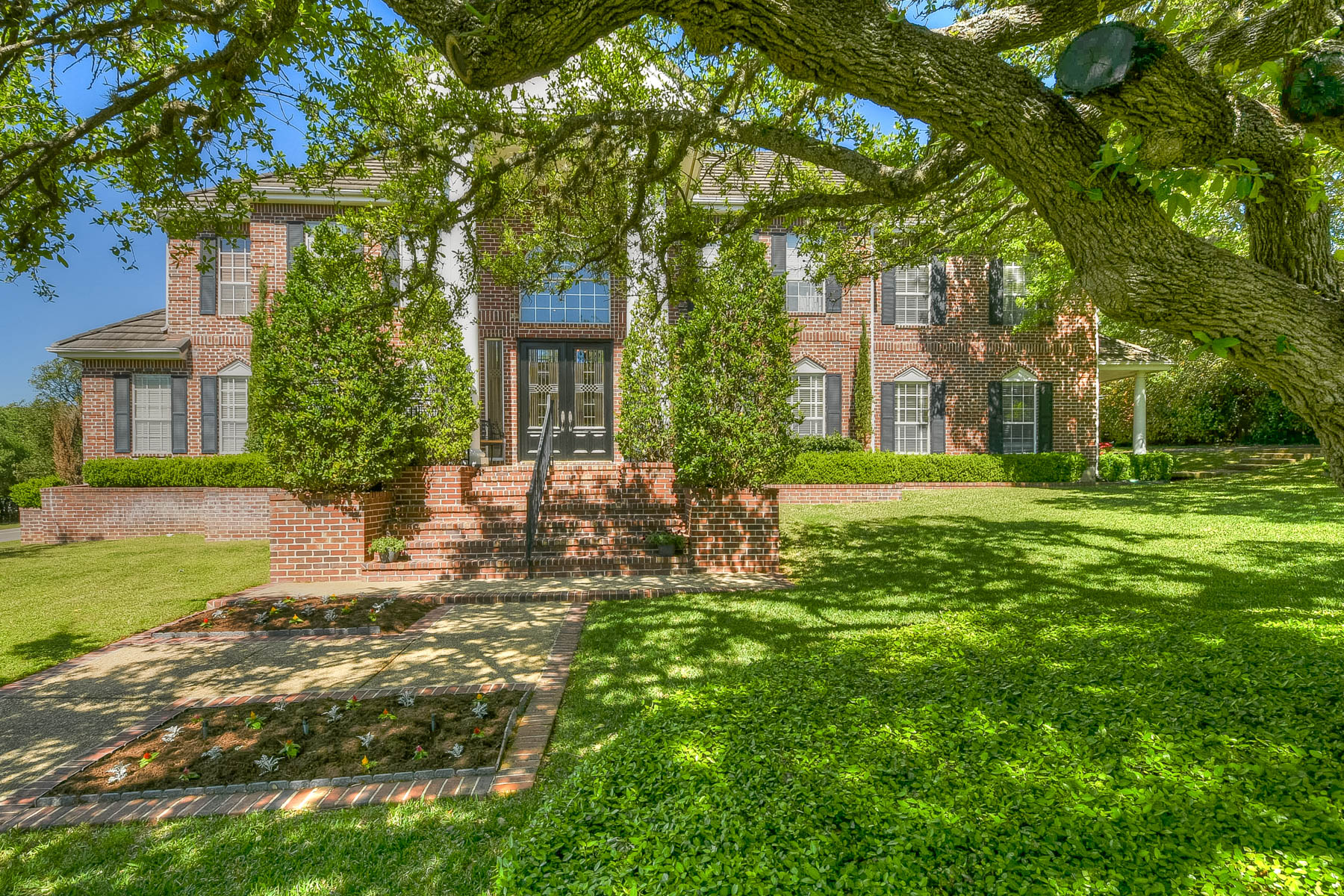 Single Family Home for Sale at Beautiful Home on Large Corner Lot in The Dominion 9 Mayborough Ln San Antonio, Texas 78257 United States