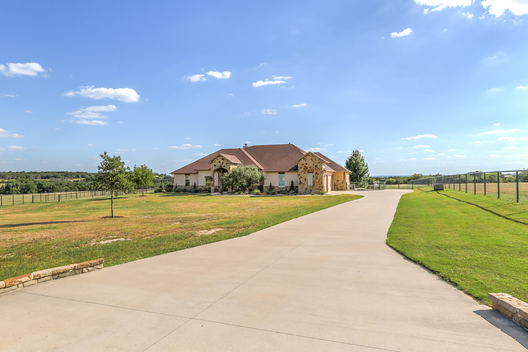 Single Family Home for Sale at 153 Silver Saddle Cir, Weatherford Weatherford, Texas 76087 United States