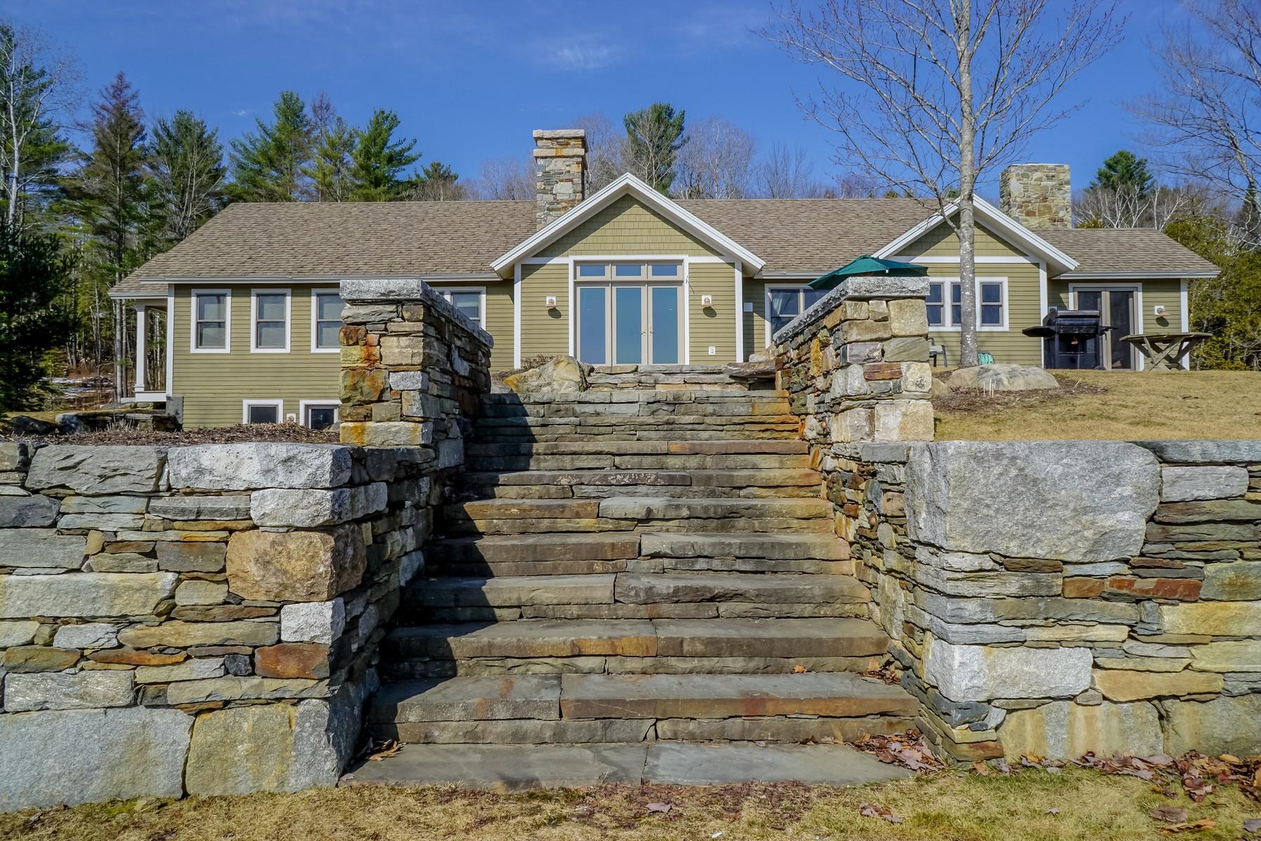 Maison unifamiliale pour l Vente à Custom Home on Harvey's Lake 335 Slayton Barnet, Vermont, 05821 États-Unis