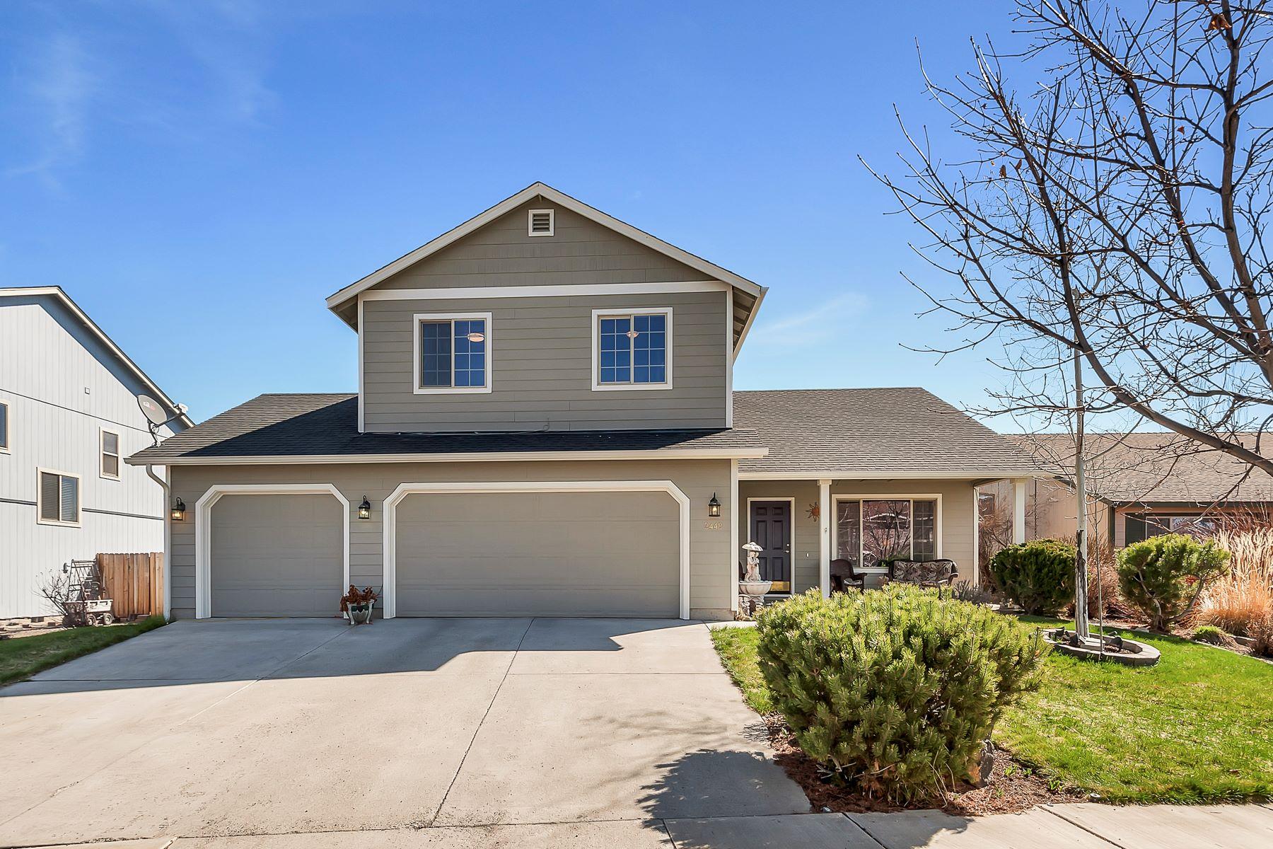 Maison unifamiliale pour l Vente à 2448 NW 13th Street, REDMOND Redmond, Oregon, 97756 États-Unis