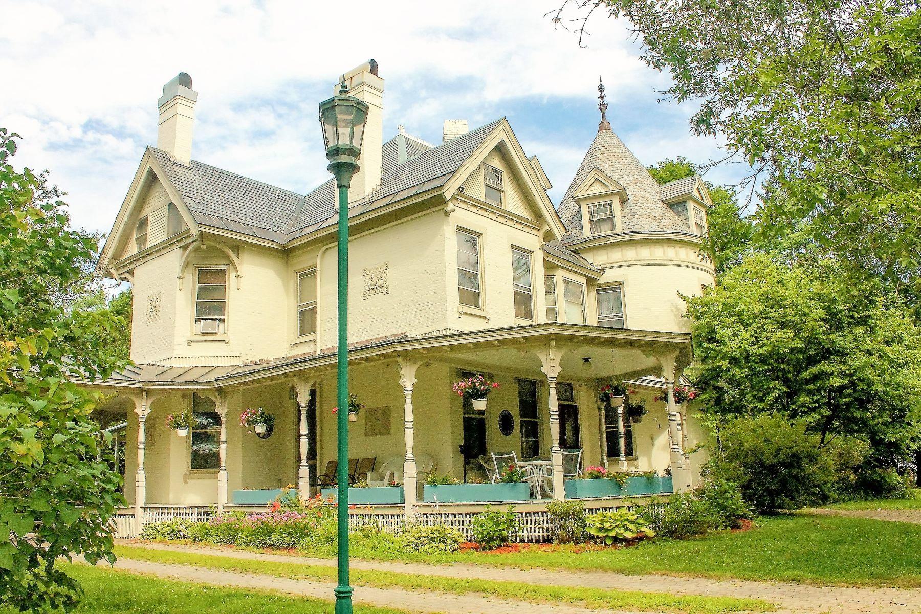 Maison unifamiliale pour l Vente à 41 South Main Street, Randolph Randolph, Vermont, 05060 États-Unis