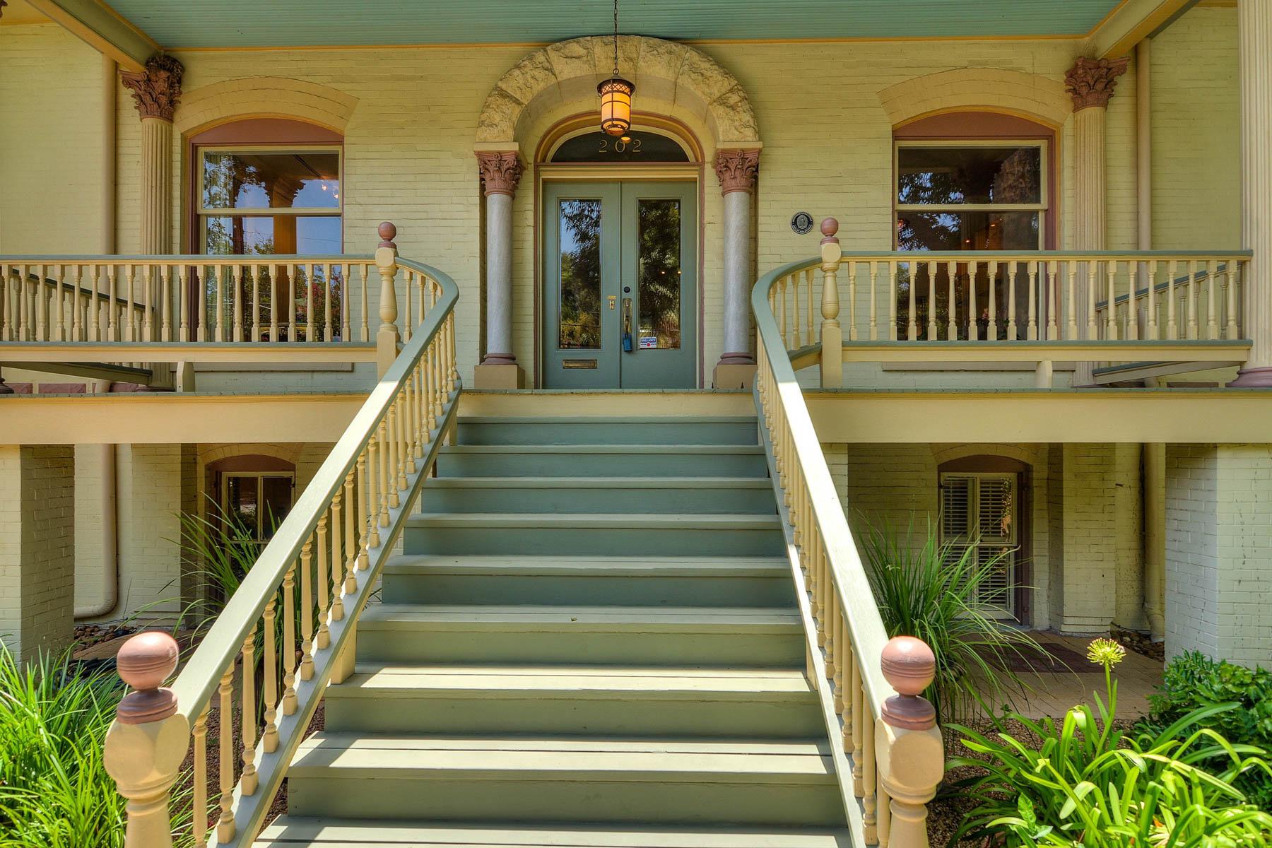 Additional photo for property listing at Majestic, Yet Wonderfully Urban King William Home 202 Madison St San Antonio, Texas 78204 Estados Unidos