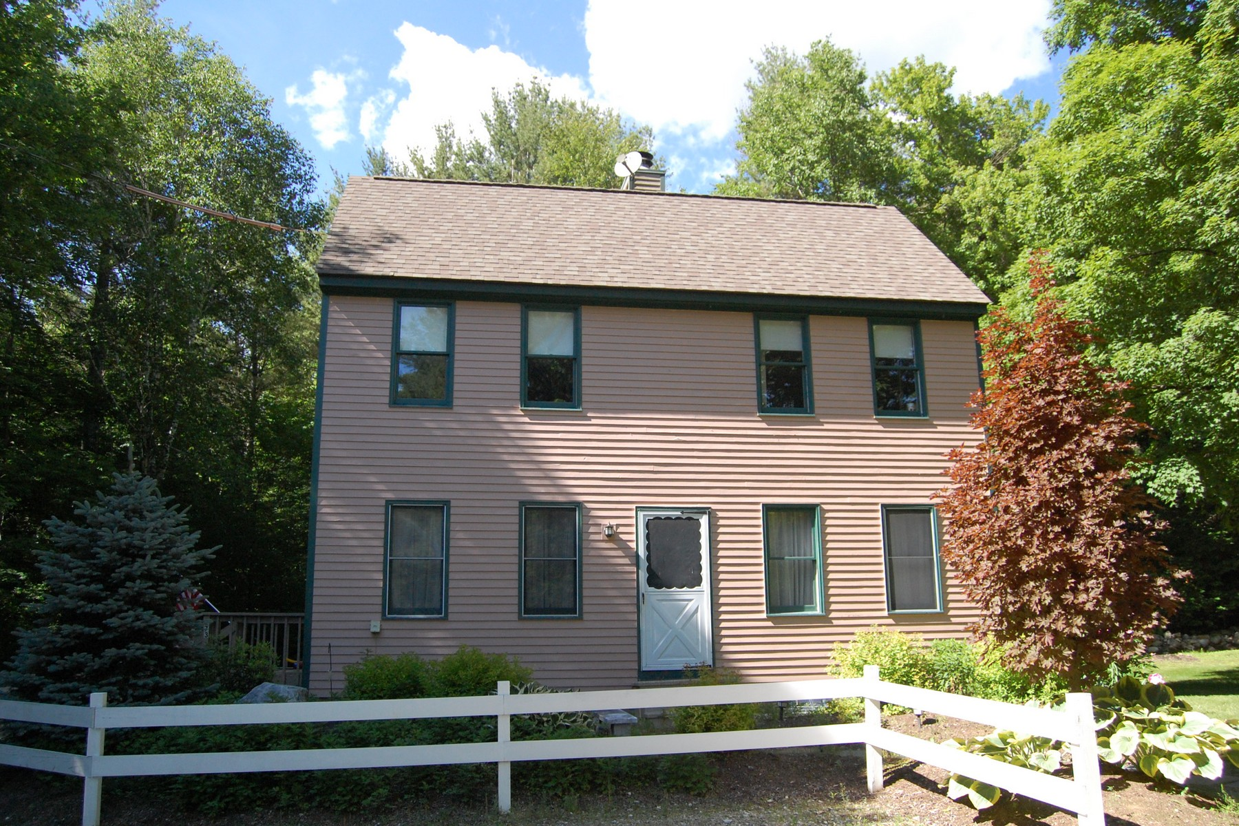 Single Family Home for Sale at Cozy Saltbox with Private Yard 273 Carlen St Manchester, Vermont 05255 United States