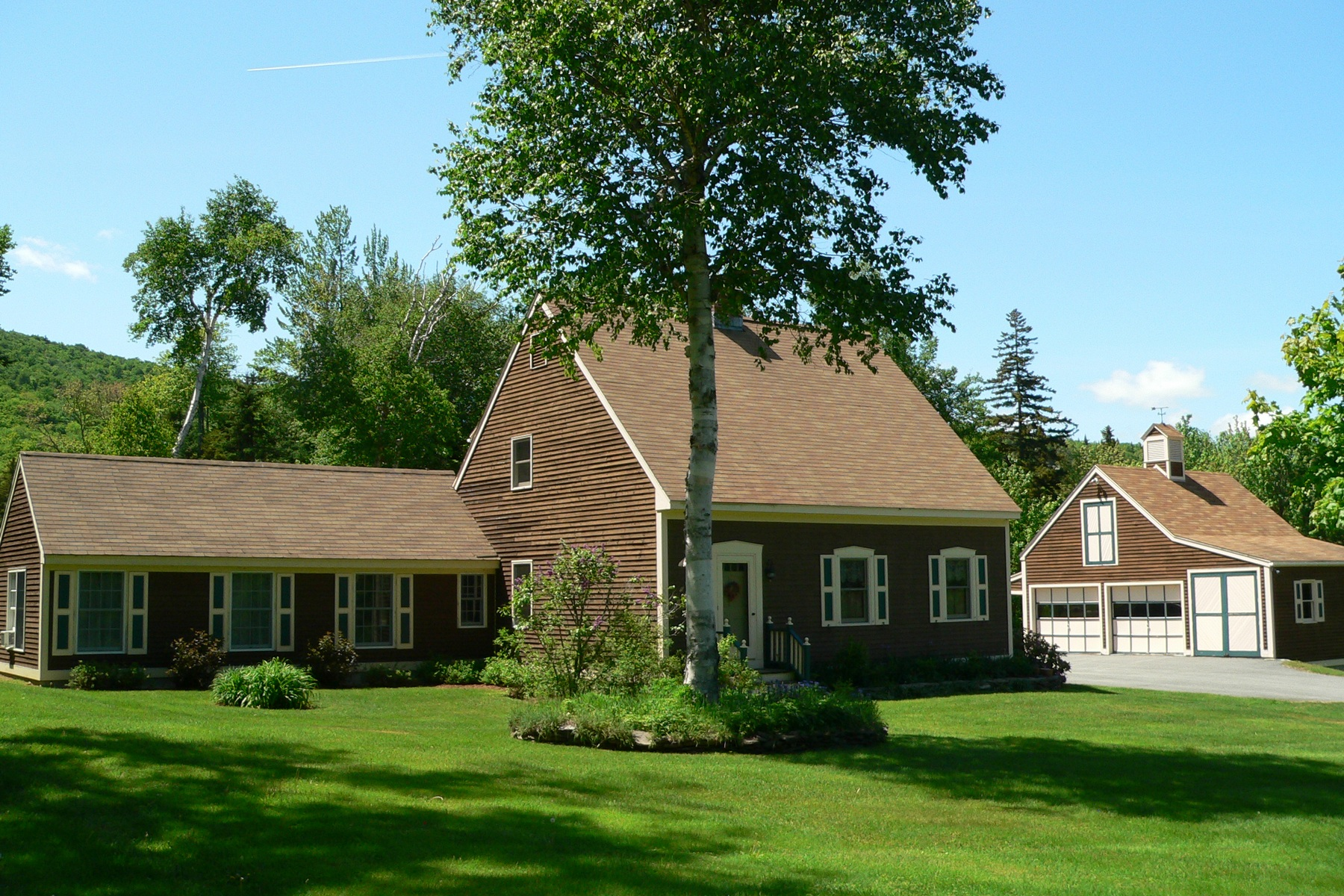 단독 가정 주택 용 매매 에 Classic Cape Cod with Yankee Barn Master Suite 2401 North Hill Rd Andover, 베르몬트, 05143 미국