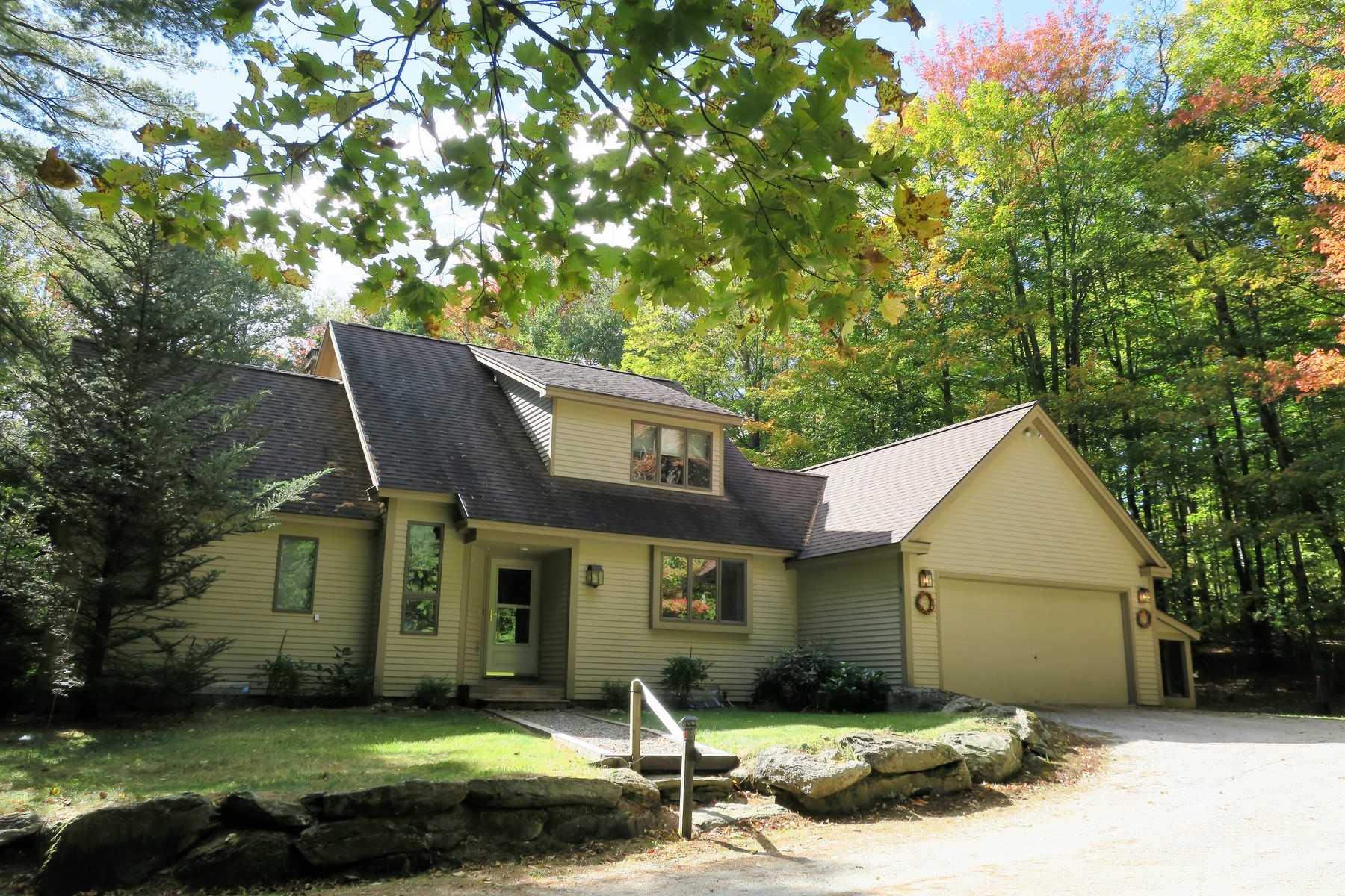 واحد منزل الأسرة للـ Sale في Irresistable Forest Farm Contemporary 5 Linscott, Forest Farms, Winhall, Vermont, 05340 United States