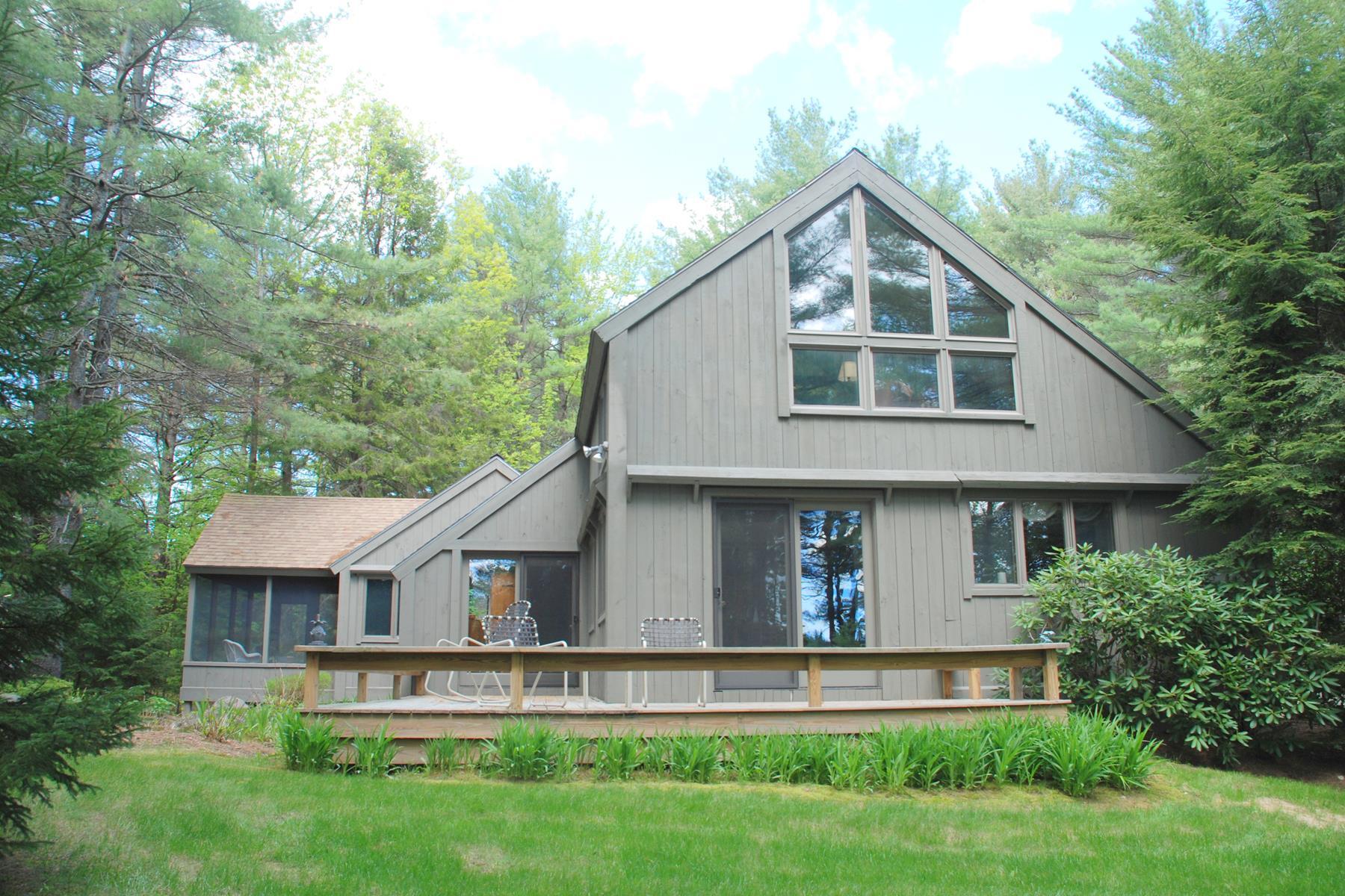 Maison unifamiliale pour l Vente à 1312 Little Sunapee Road, New London 1312 Little Sunapee Rd New London, New Hampshire, 03257 États-Unis
