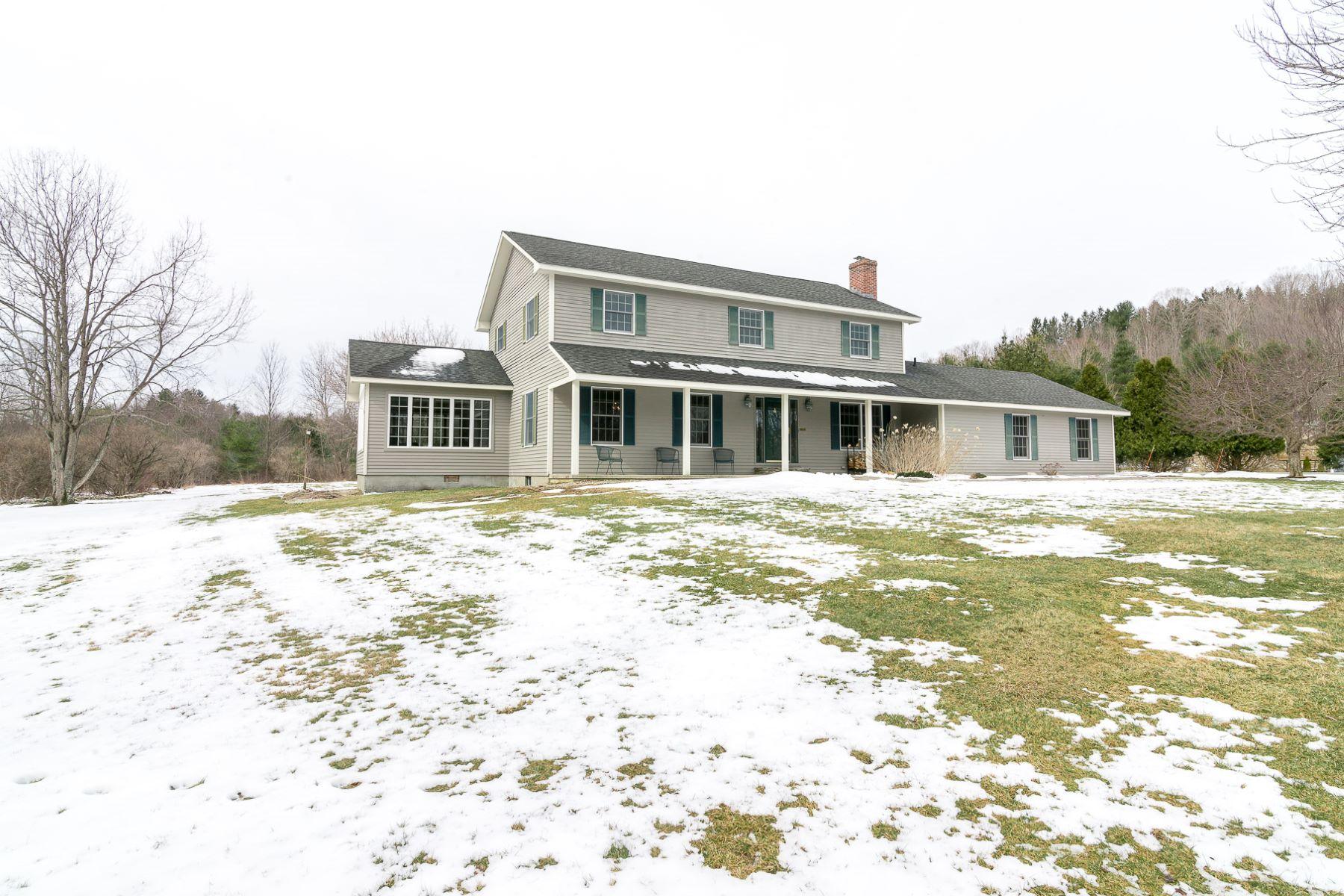 Maison unifamiliale pour l Vente à Wonderfully Updated Manchester Home 260 Meadow Ridge Rd Manchester, Vermont, 05255 États-Unis