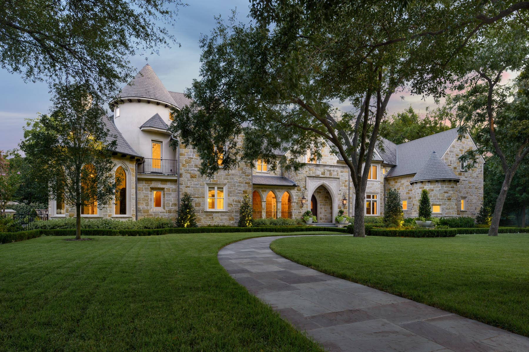 Vivienda unifamiliar por un Venta en Over One Acre in Old Preston Hollow 5424 Edlen Dallas, Texas, 75220 Estados Unidos