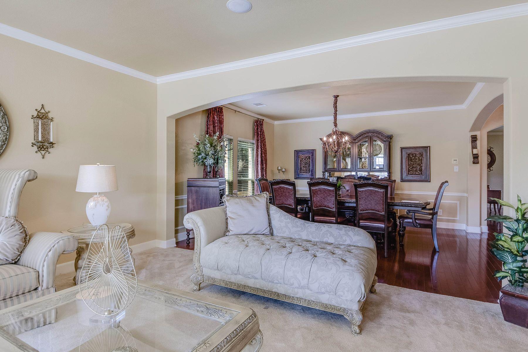 Additional photo for property listing at Stunning Home in Cedar Creek 16007 La Madera Rio San Antonio, Texas 78023 United States