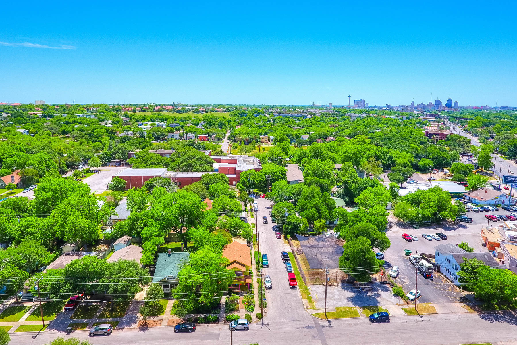 Additional photo for property listing at Historic Mahncke Park Opportunity 200 Queen Anne Ct San Antonio, Texas 78209 United States