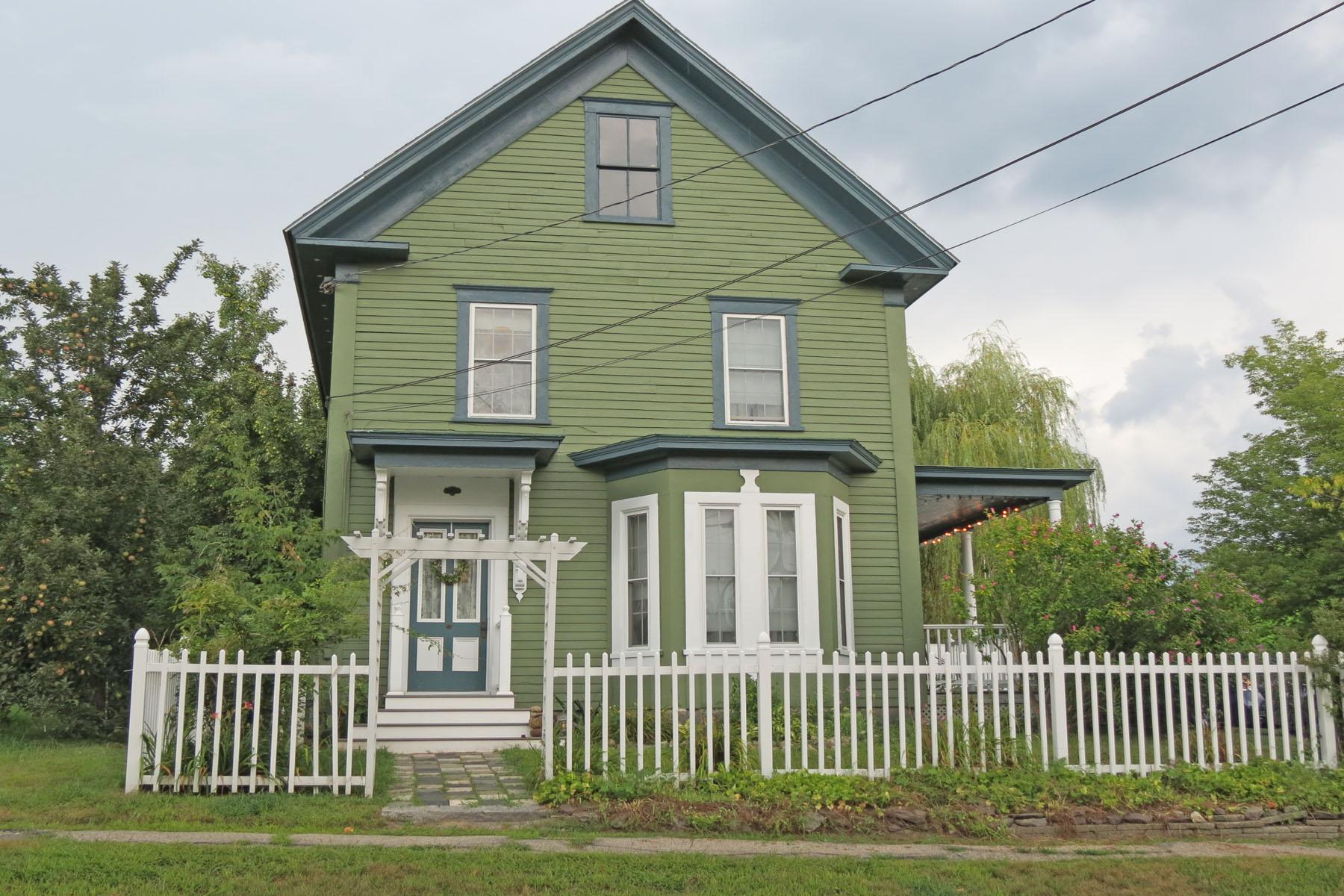 Частный односемейный дом для того Продажа на 18 Depot, Hillsborough Hillsborough, Нью-Гэмпшир, 03244 Соединенные Штаты
