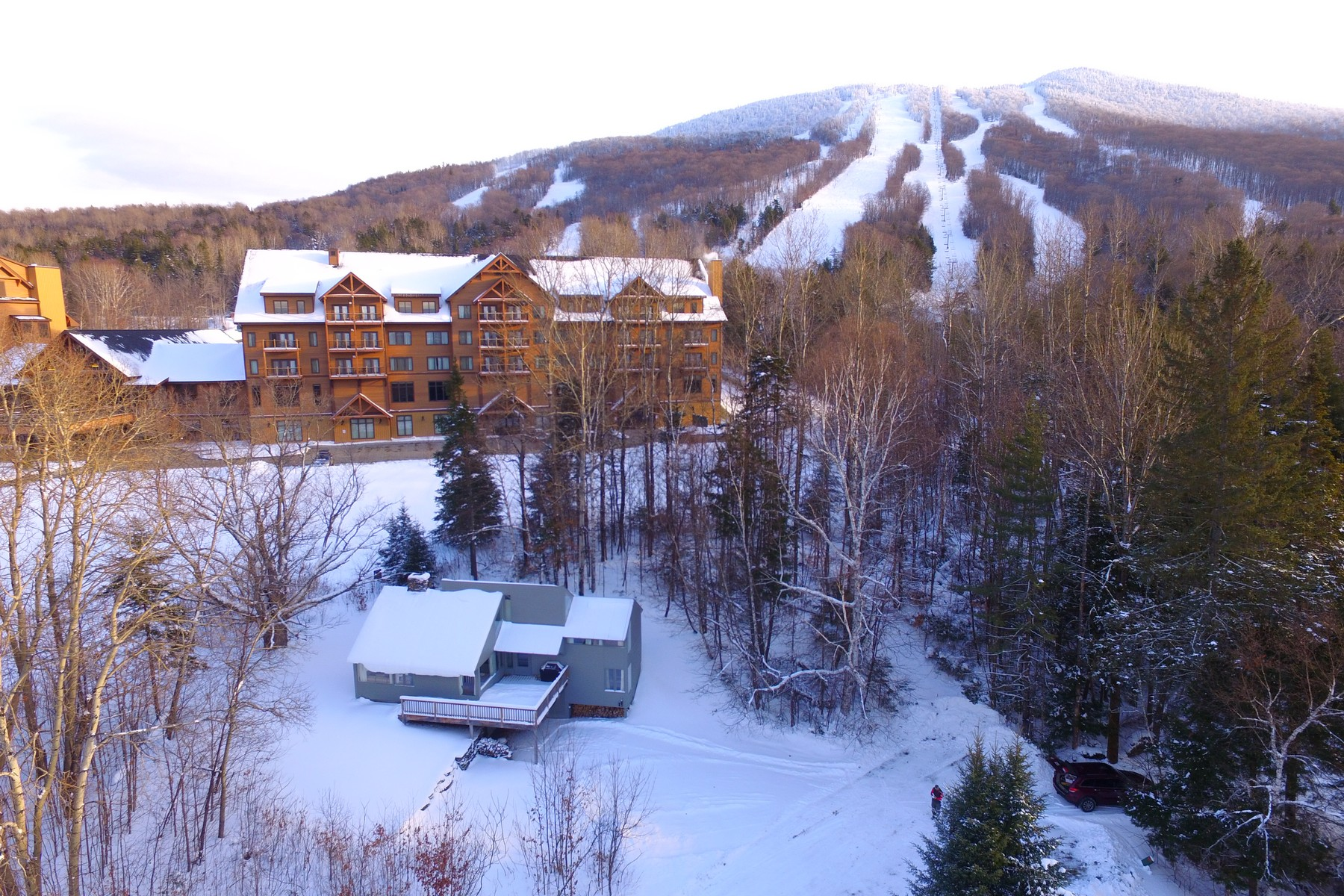 Casa Unifamiliar por un Venta en Slopeside on Burke Mountain 589 Alpine Ln Burke, Vermont, 05832 Estados Unidos