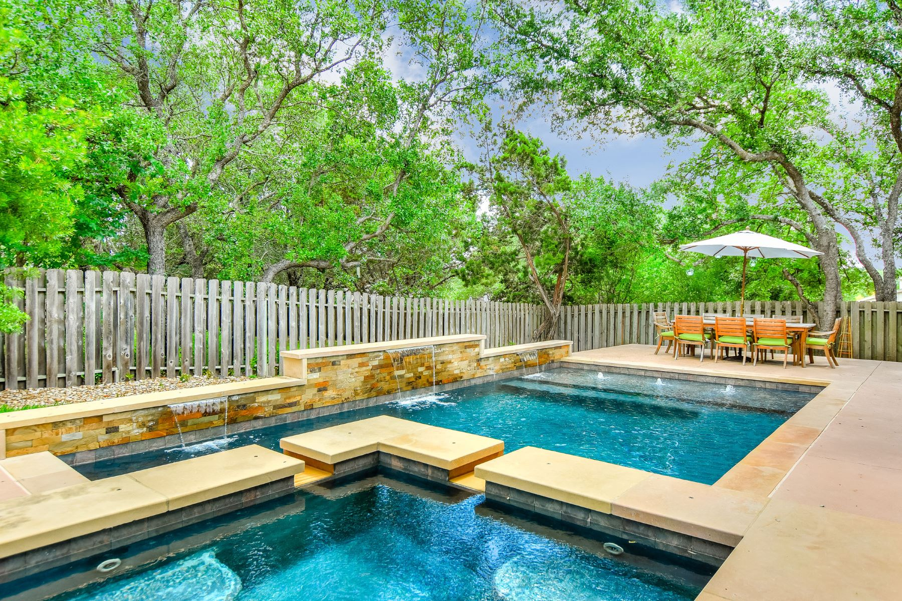 Additional photo for property listing at Lakeway Living with Pool 852 Sunfish St Lakeway, Texas 78738 United States