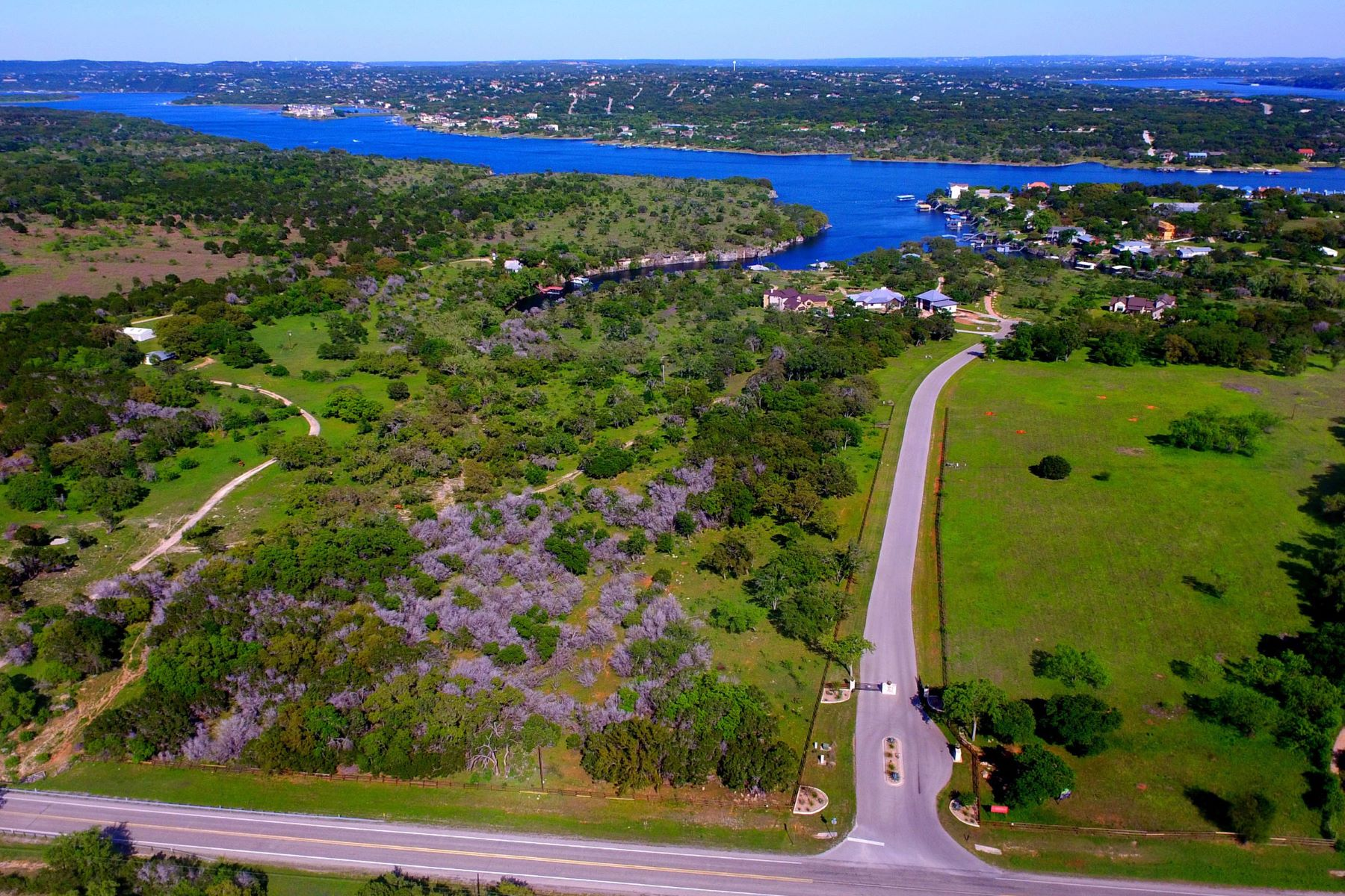 Additional photo for property listing at Beautiful Lot in a Tranquil Community 22713 Mary Nell Ln Spicewood, Texas 78669 United States