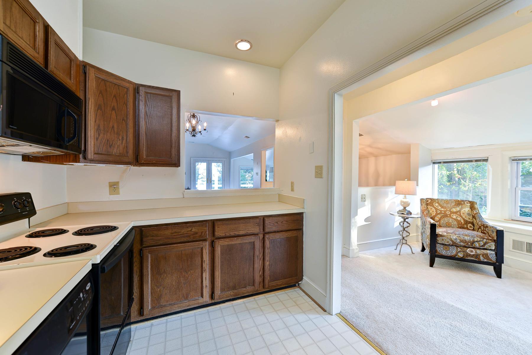 Additional photo for property listing at 883 Andalusia Drive, Alexandria  Alexandria, Virginia 22308 Estados Unidos