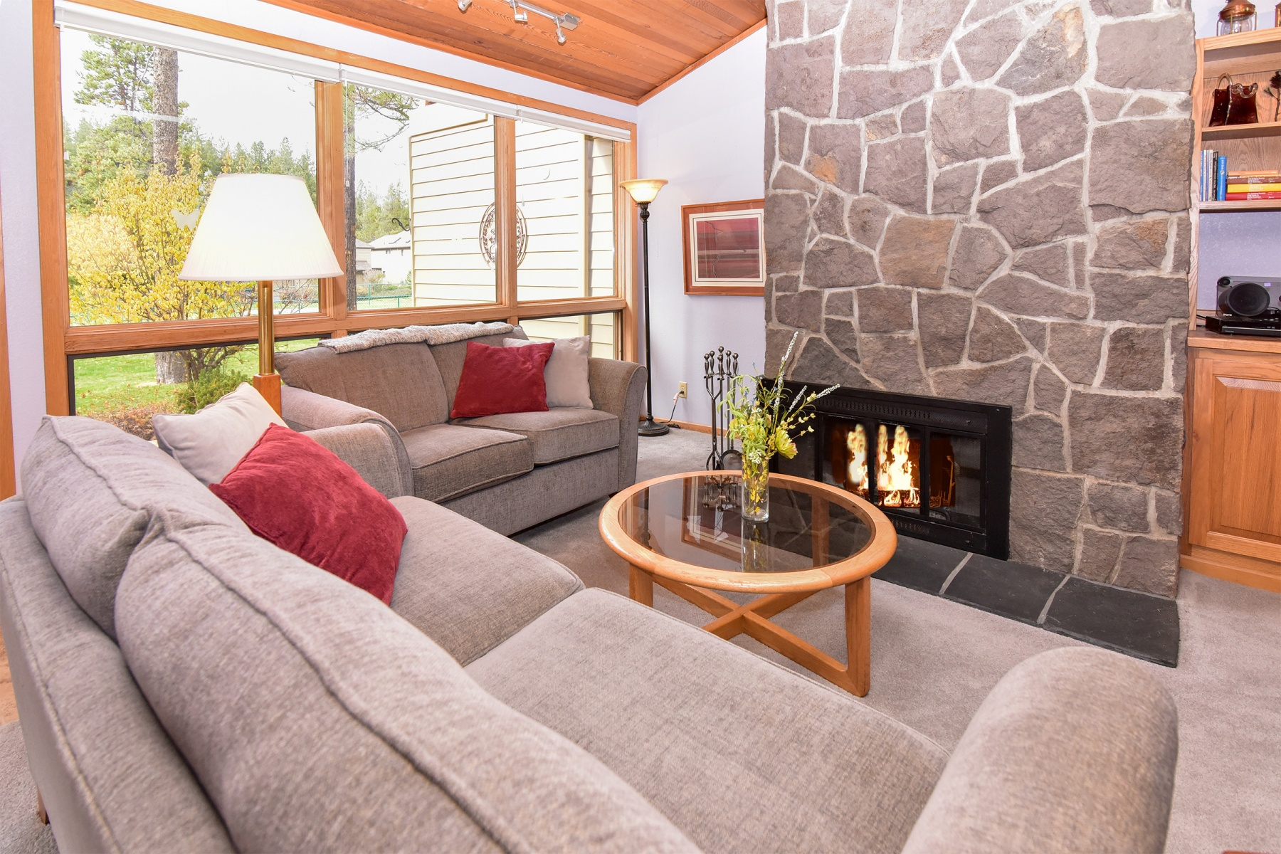 Condominio per Vendita alle ore River Retreat! 27 River Village Condo Ln 27 Sunriver, Oregon, 97707 Stati Uniti