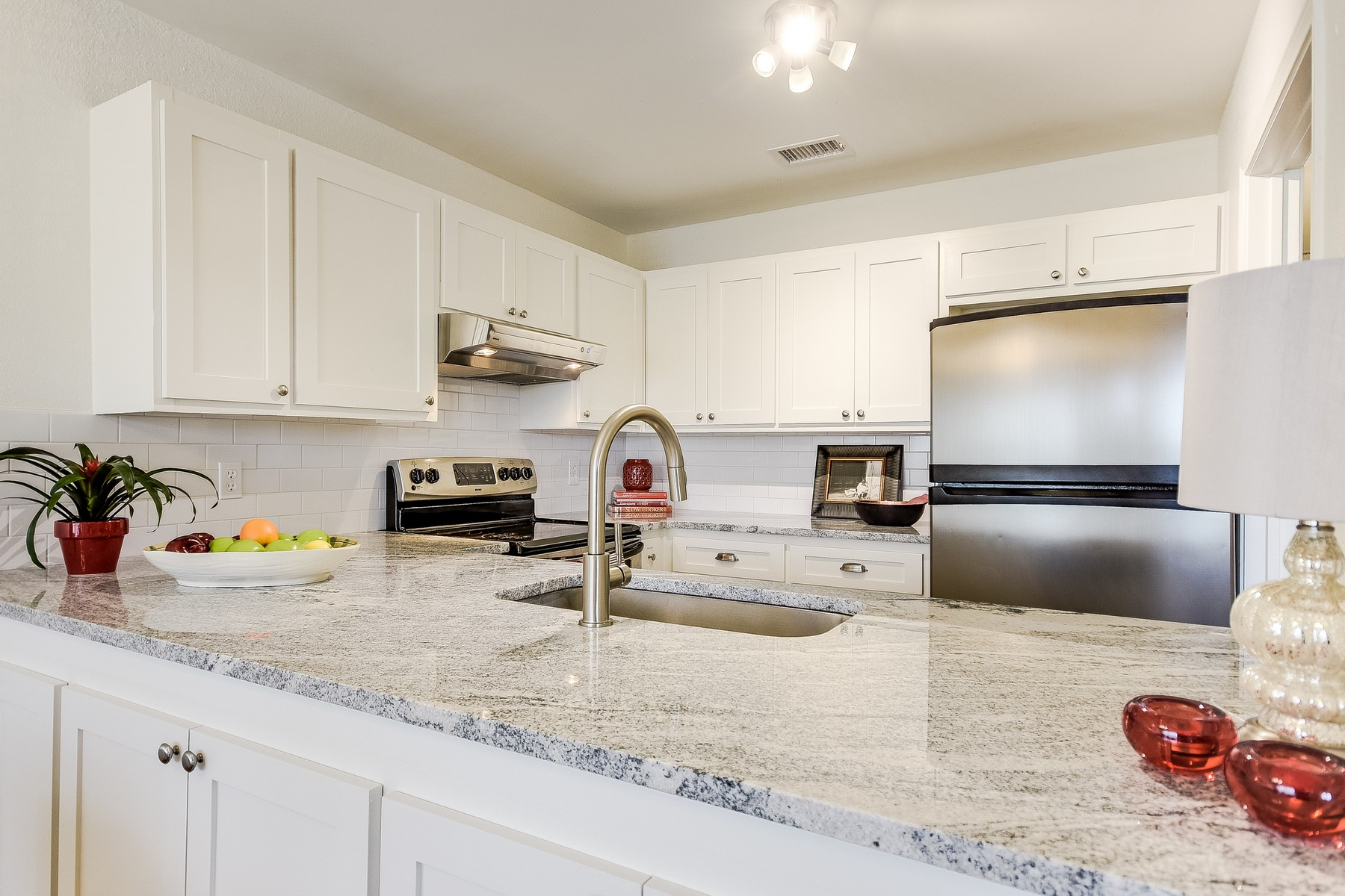 Additional photo for property listing at Totally Renovated Clarksville Condo! 1610 Waterston Ave 12 Austin, Texas 78703 United States