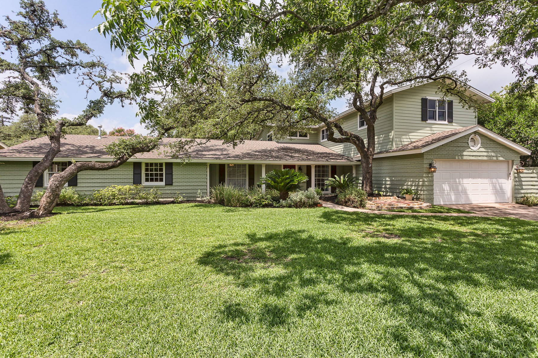 Single Family Home for Sale at Private Oasis in the Heart of Highland Hills! 5804 Timber Trl Austin, Texas, 78731 United States