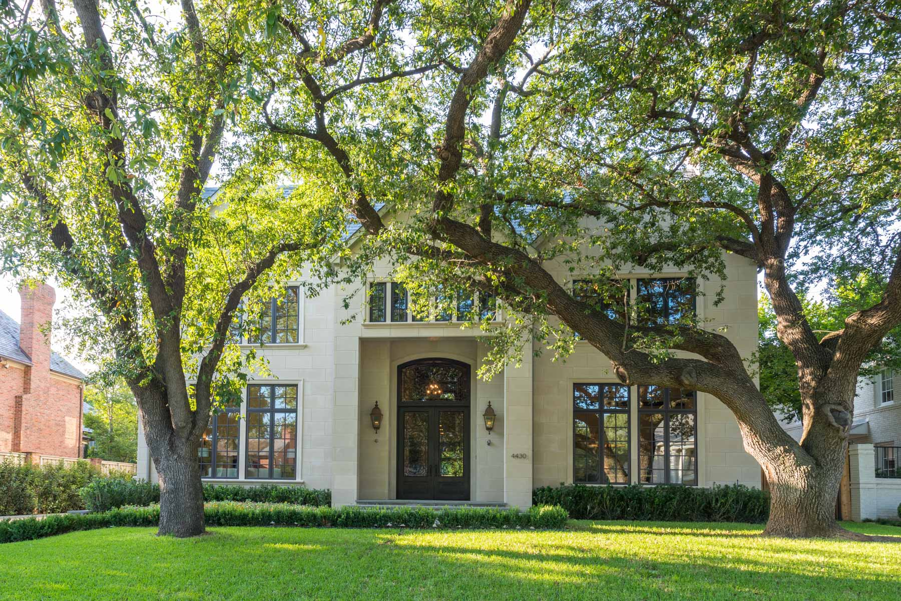 獨棟家庭住宅 為 出售 在 French Streets Elegant Limestone Traditional 4430 Arcady Ave Dallas, 德克薩斯州, 75205 美國
