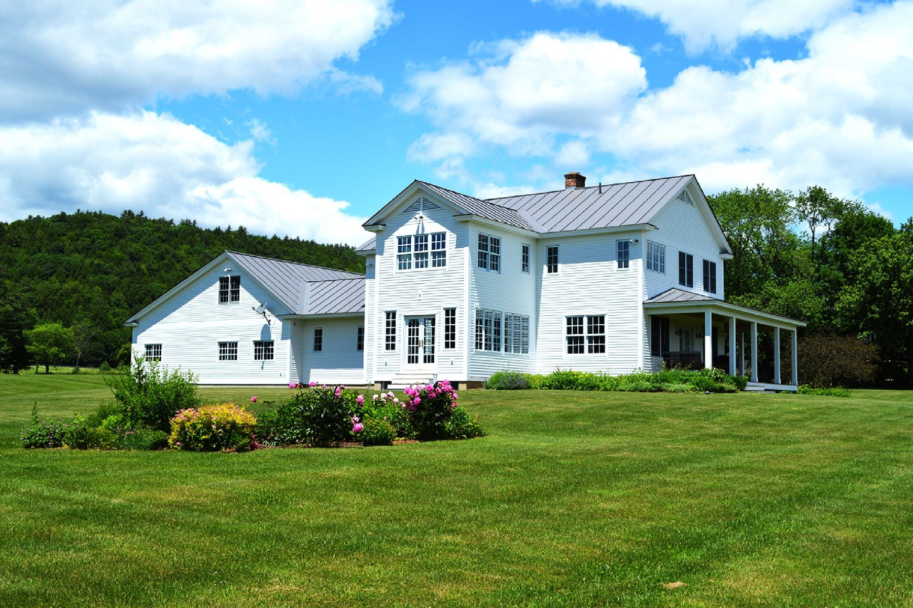 Casa Unifamiliar por un Venta en Beautiful home on 13 acres in Thetford 227 Schoolhouse Hill Rd Thetford, Vermont, 05075 Estados Unidos