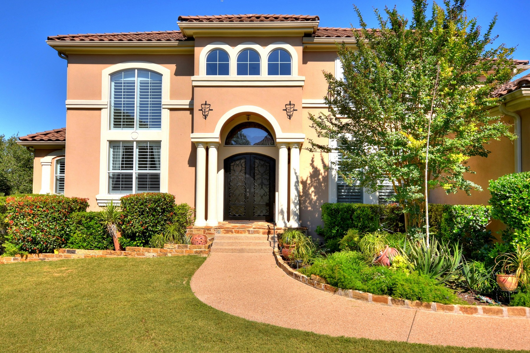 Additional photo for property listing at Absolutely Gorgeous Custom Home 202 Far Vela Lakeway, Texas 78734 Estados Unidos