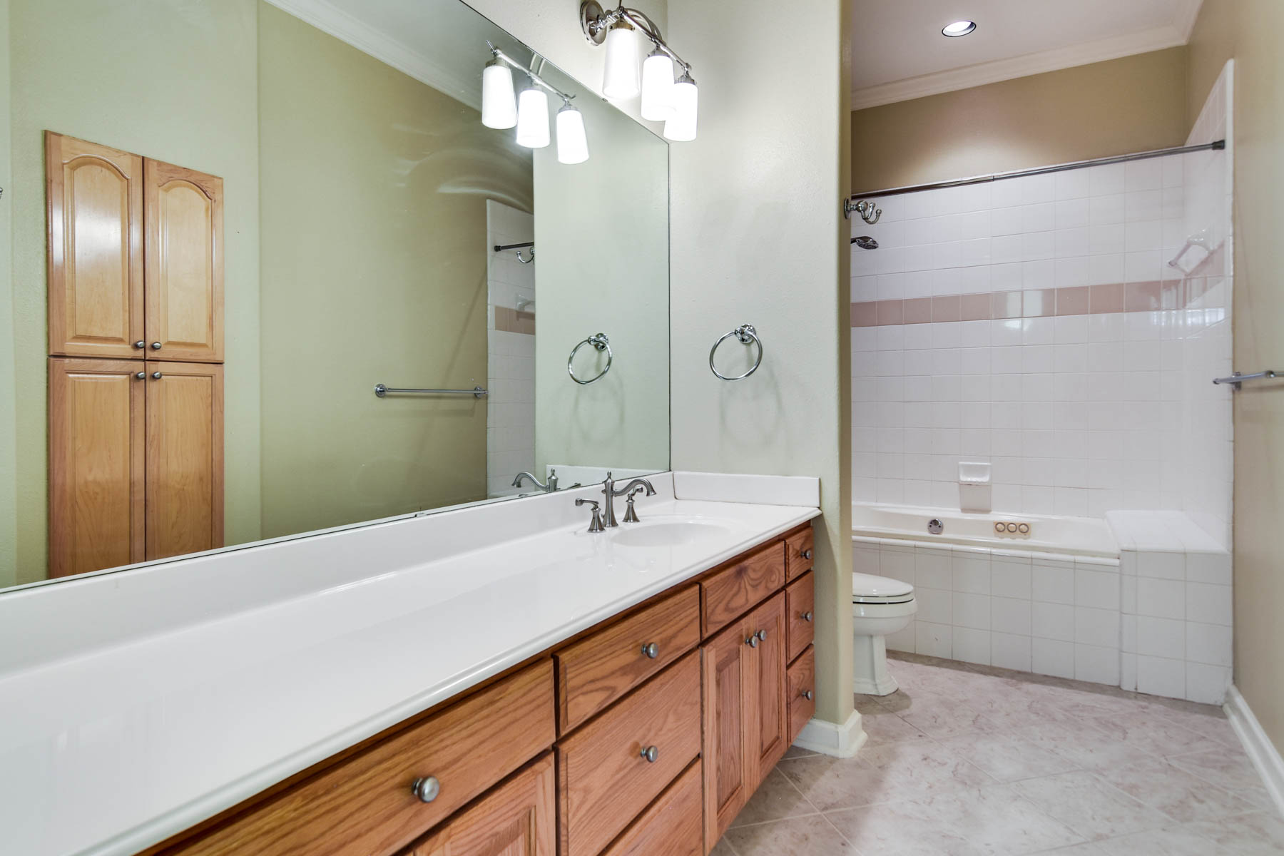Additional photo for property listing at Townhome in the Heart of Olmos Park 129 E Melrose Dr Olmos Park, Texas 78212 United States