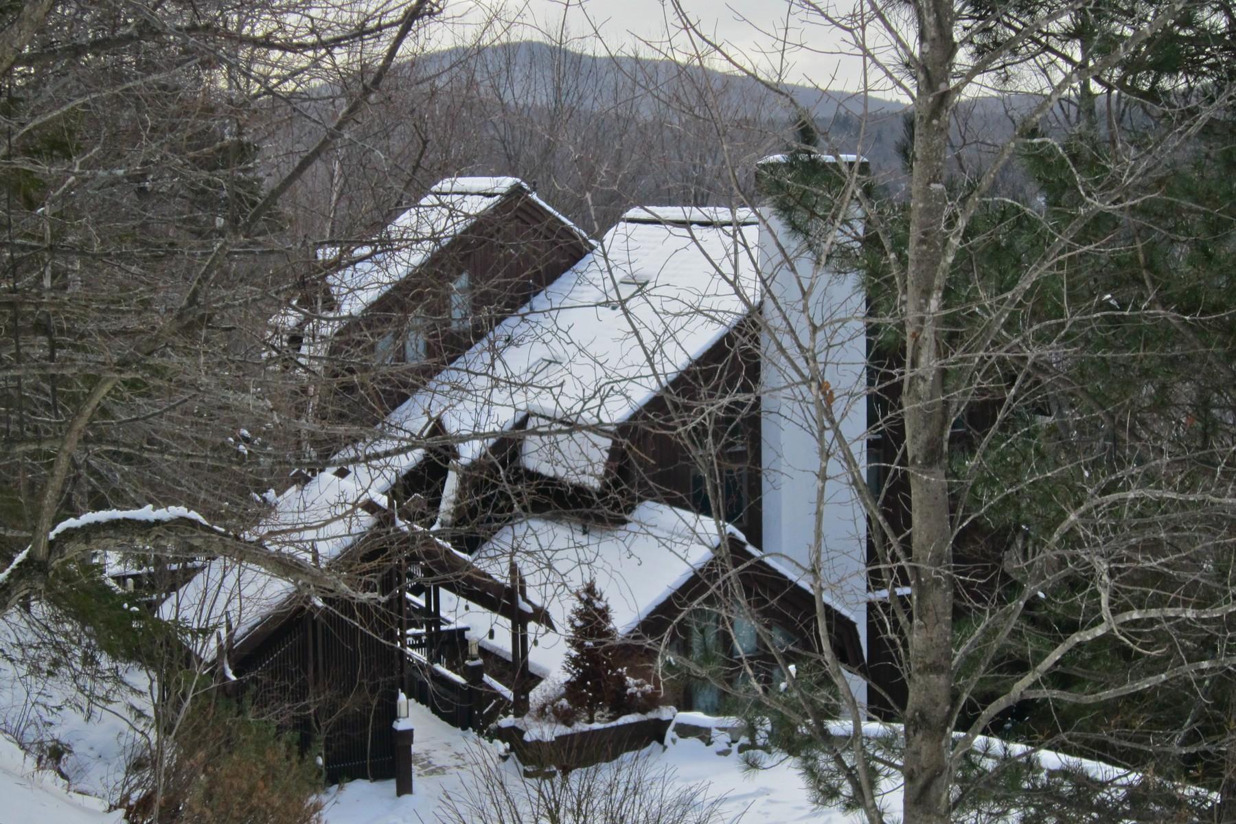 独户住宅 为 销售 在 Expansive Custom Home 726 East Ash Rd 普利茅斯, 佛蒙特州, 05056 美国