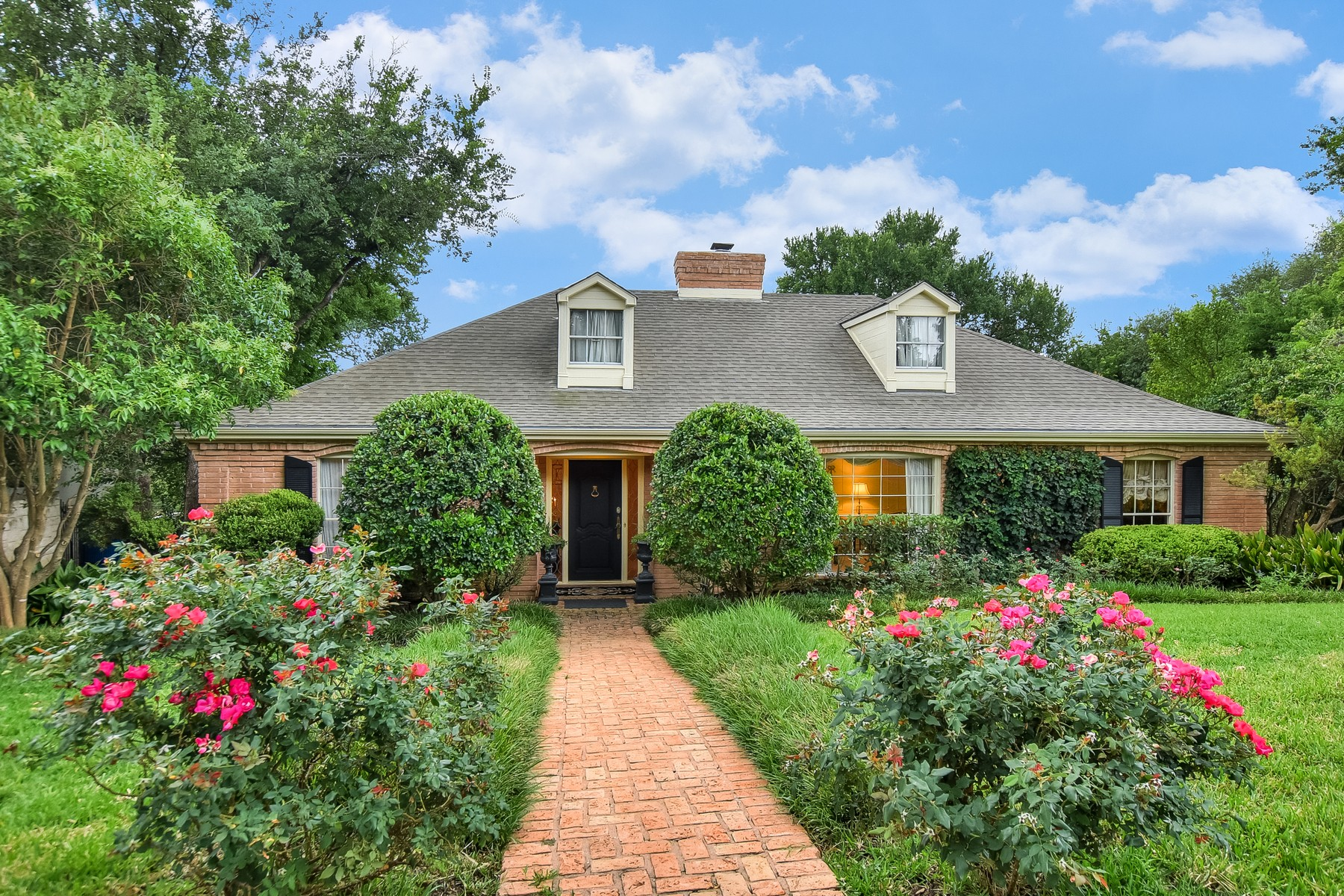 Single Family Home for Sale at Walk to Tarrytown Boat Club! 3505 River Rd Austin, Texas, 78703 United States