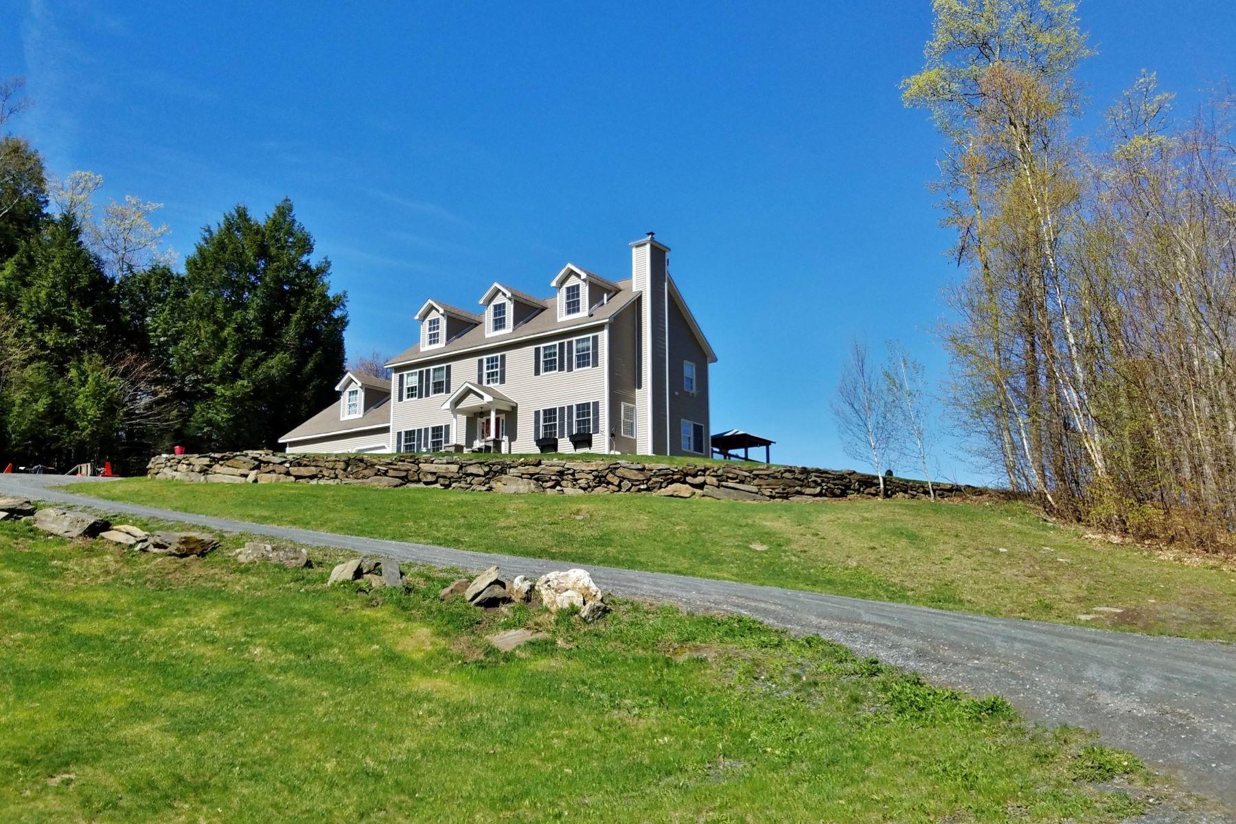 Villa per Vendita alle ore Five bedrooms, 10 acres, long range views 22 Gee Hill Rd Tunbridge, Vermont, 05077 Stati Uniti
