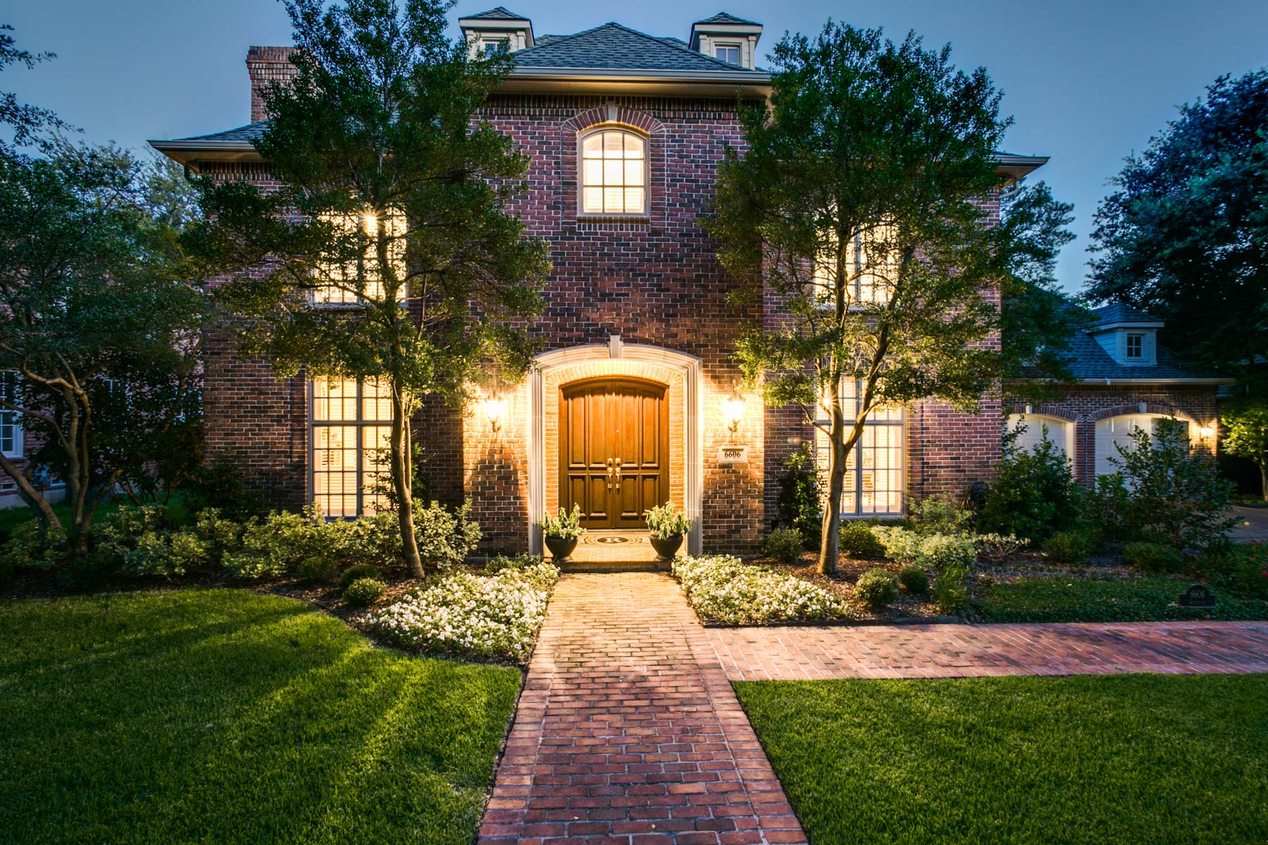 Vivienda unifamiliar por un Venta en Charming Preston Hollow Traditional 6606 Glendora Ave Dallas, Texas, 75230 Estados Unidos