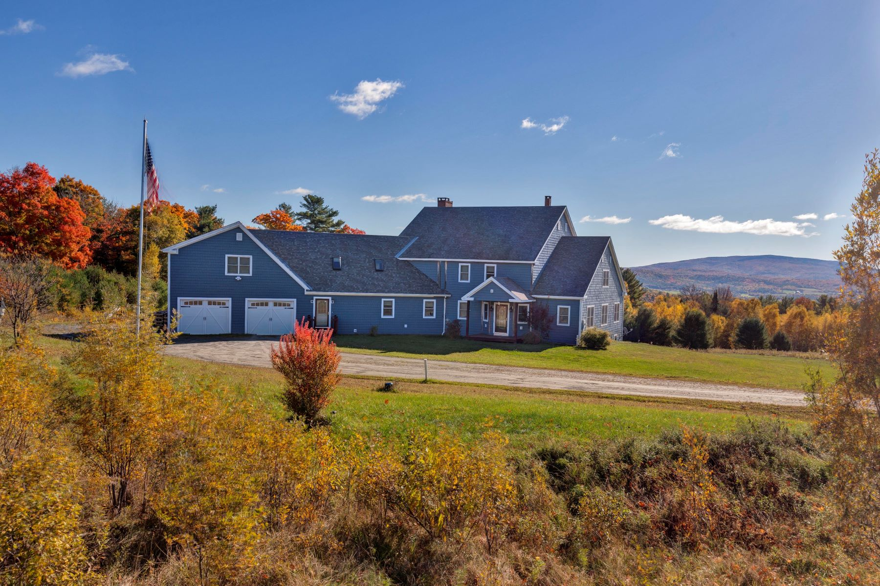 Casa Unifamiliar por un Venta en Home for entertaining with views in Newbury 1235 Rogers Hill Rd Newbury, Vermont, 05051 Estados Unidos